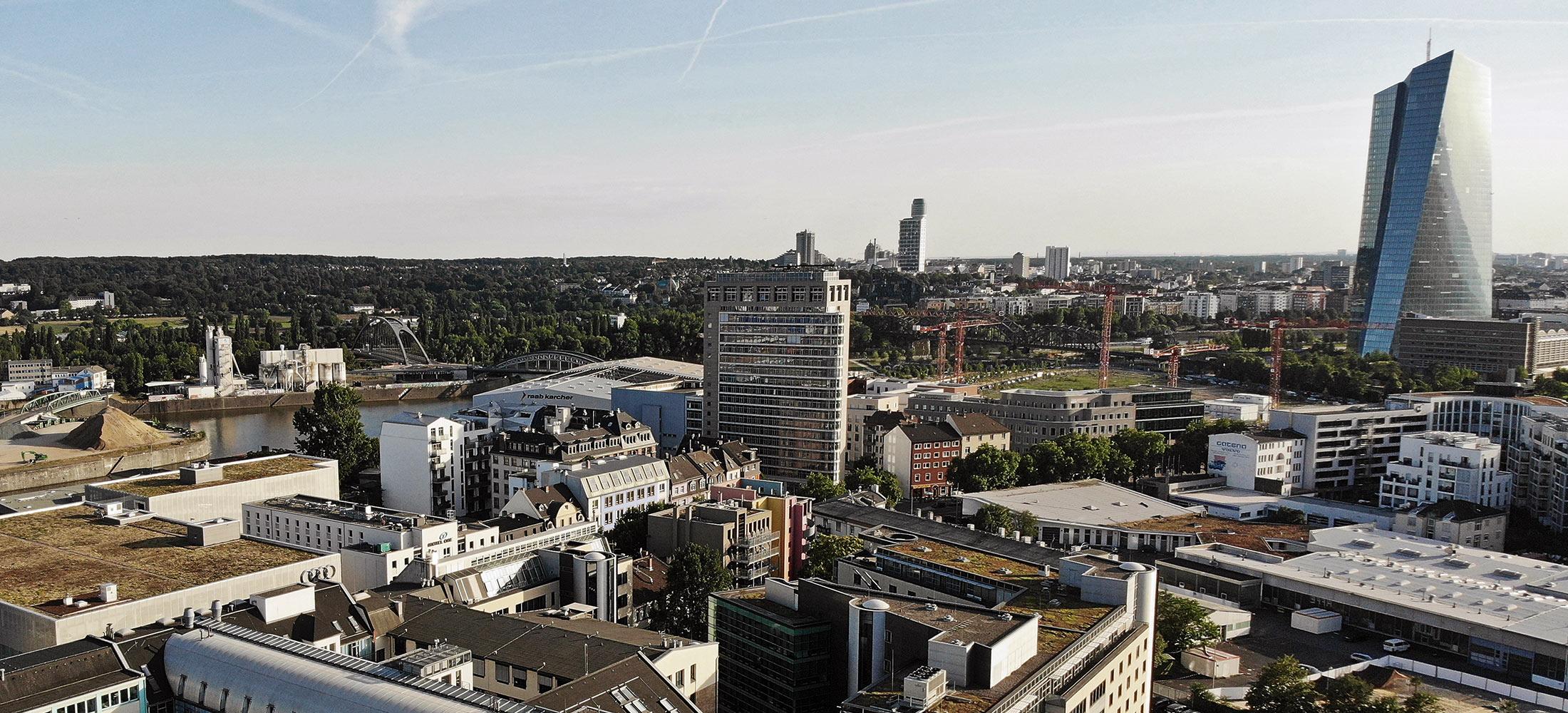 Eastside Frankfurt - Wirtschaftsförderung Frankfurt - Deka Hochhaus - Luftaufnahme Ostend Frankfurt - Lighttower