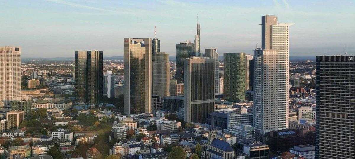 Hochhausstadt Frankfurt - Buch Frankfurt - Buchtipps Frankfurt am Main - Buchempfehlung - Kaufempfehlung Architekturbuch Frankfurt - Skyline Mainhattan