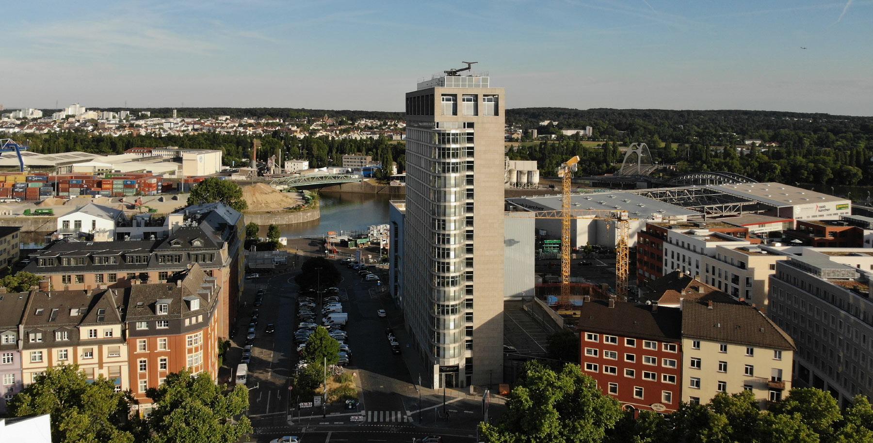 Light Tower Frankfurt - Lighttower an der Hanauer Landstraße - Ostend Frankfurt - Eastside Frankfurt Hochhaus - Deka Gruppe