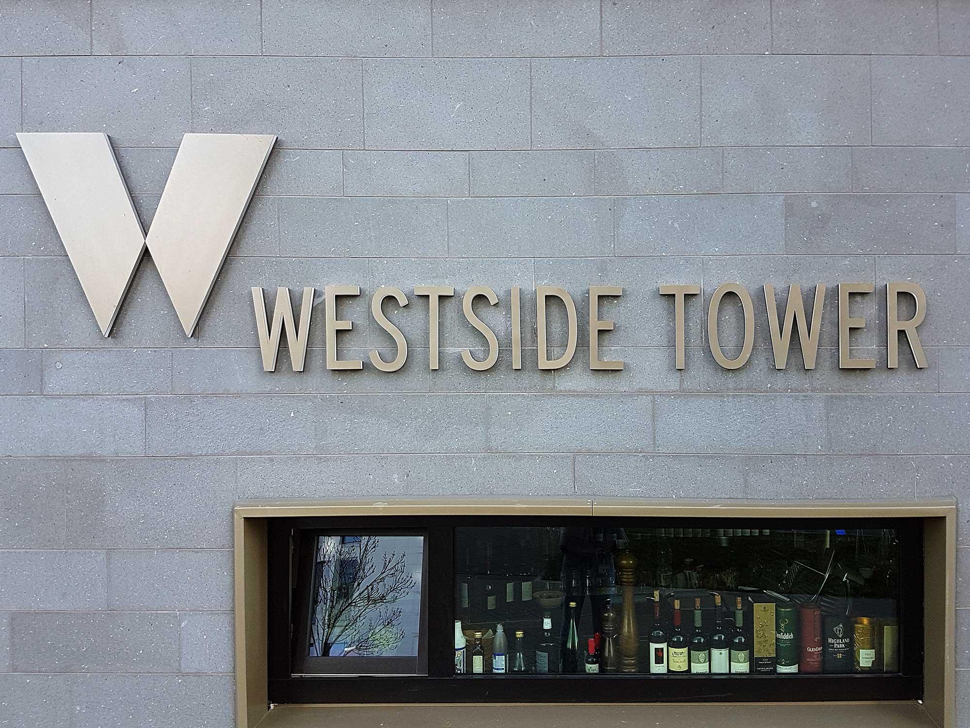 Westside Tower Europa Viertel - Logo und Fenster - Fassade