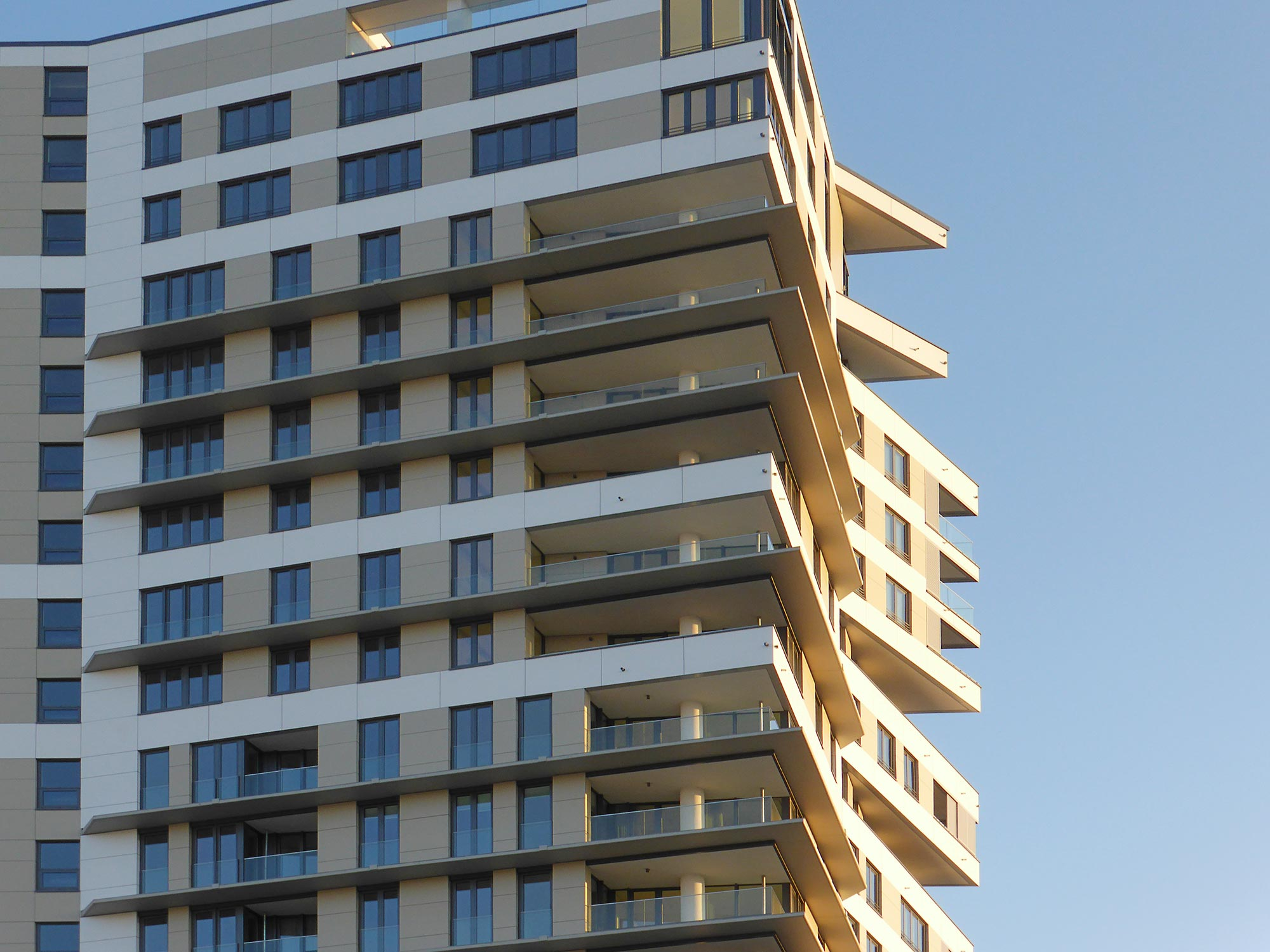 Wohnungen Europaviertel - West Side Tower Frankfurt - Balkone mit Aussicht auf die Skyline - Kleine Wohnungen zur Miete