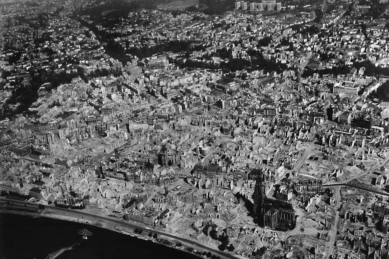 Frankfurt am Main im Juni 1945 - Zerstörung durch Luftangriffe auf Nazi-Deutschland - Zerstörung Altstadt und Neustadt