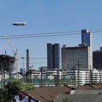 Goodyear-Zeppelin schwebt über Frankfurt