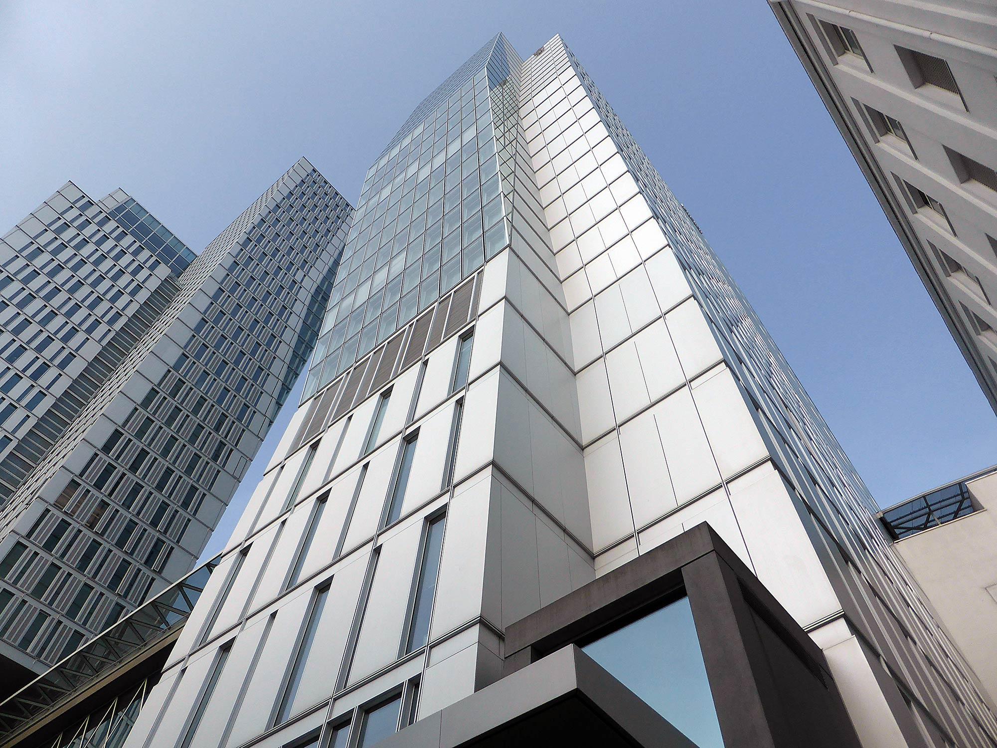 Jumeirah Hotel Frankfurt - Luxushotel mit Skylineblick - Hochhaus Hotel