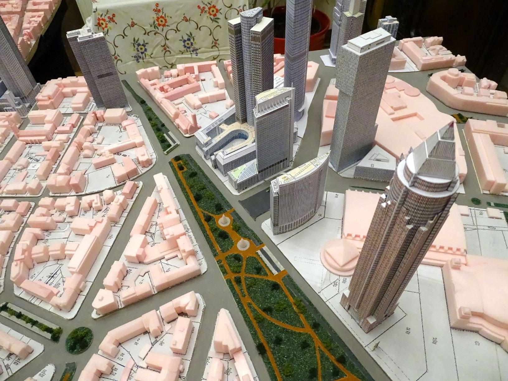Modell vom Europaviertel - Messeviertel Hochhäuser - Modell der Stadt Frankfurt von Frank Reuter