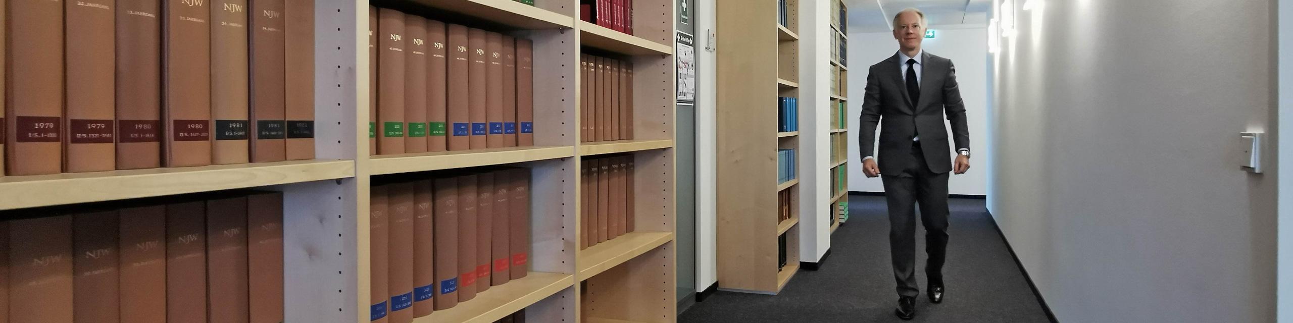 Rechtsanwaltskanzlei - Rechtsanwalt und Notar für Verwaltungsrecht in Frankfurt - Prof. Pützenbacher
