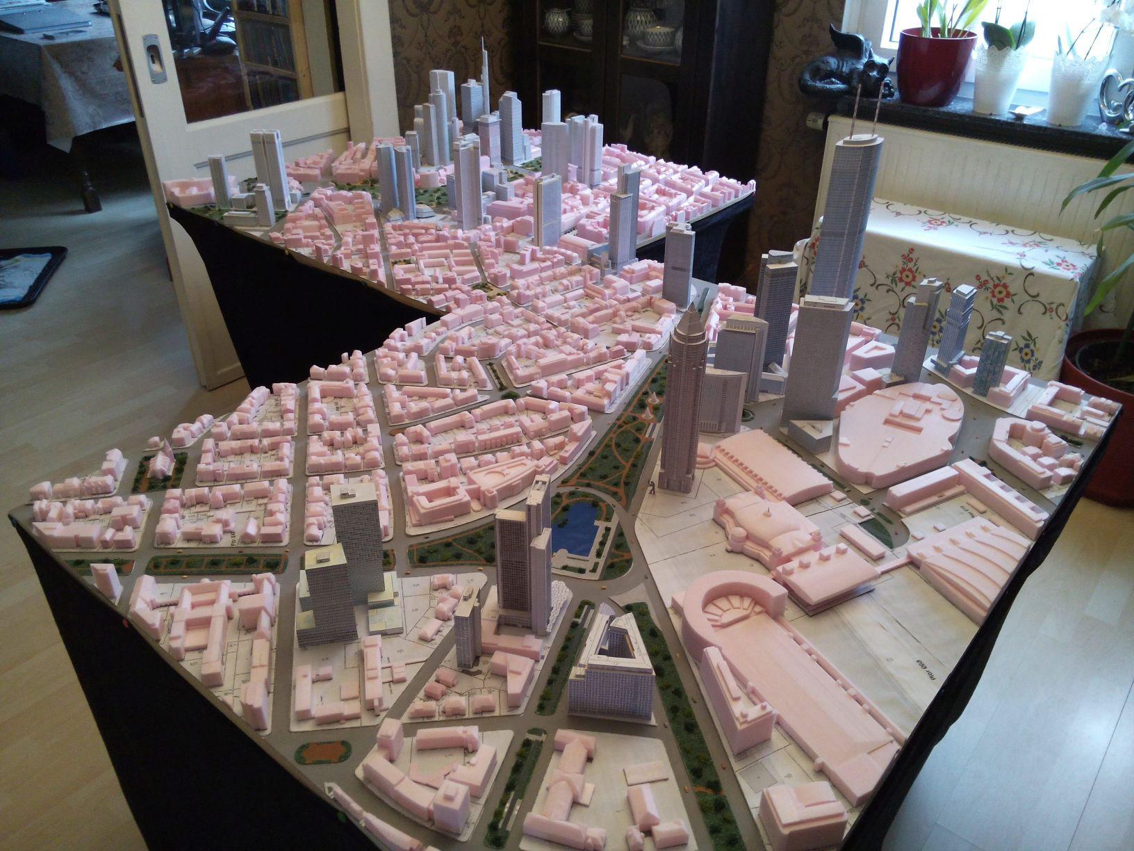 Wolkenkratzer Modell Frankfurt am Main - Mainhattan - Skyline Messeviertell, Westend und Bankenviertel - Modell von Frank Reuter