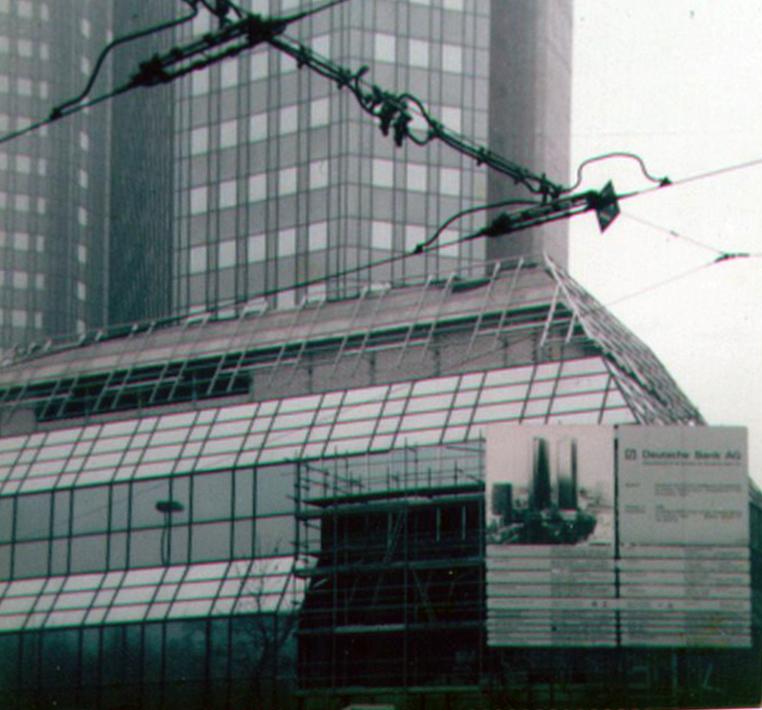 Deutsche Bank Hochhaus in Frankfurt im Jahr 1984 während der Bauarbeiten - fotografiert von Frank Reuter