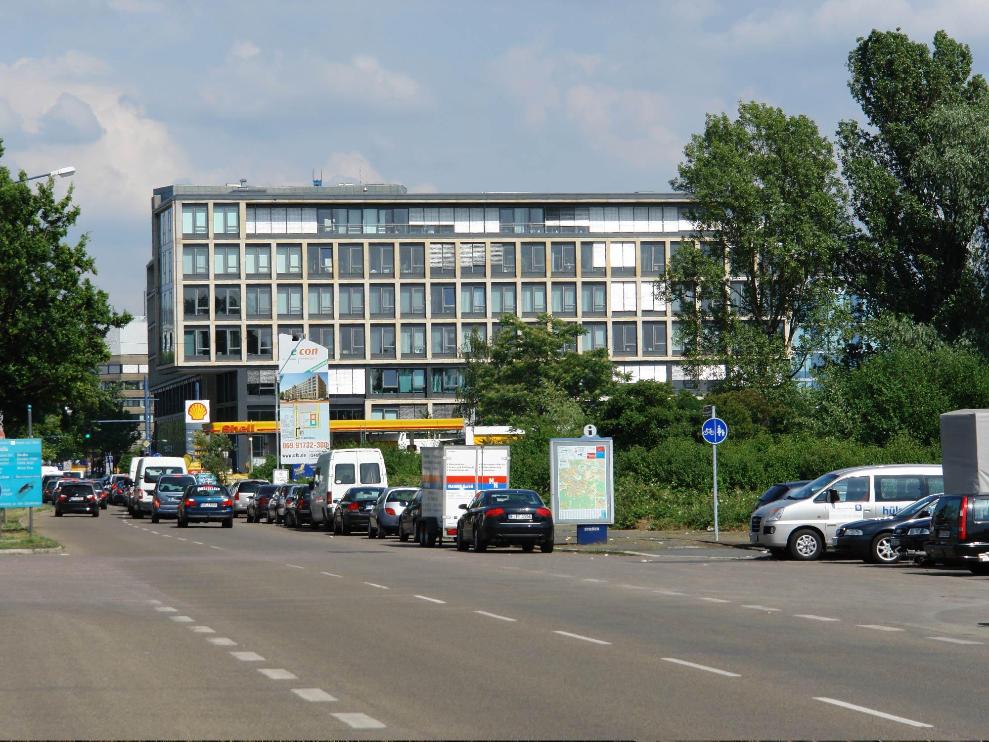 AlphaHaus Offenbach Kaiserlei - Hier die Strahlenberger Straße aus Richtung Frankfurt kommend
