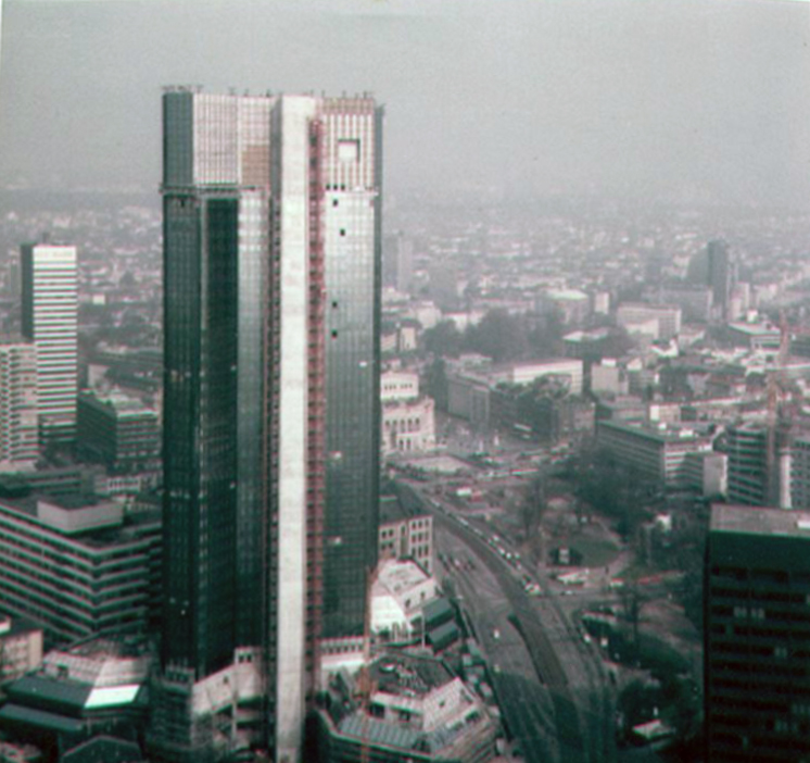 Doppeltürme Deutsche Bank in Frankfurt im Jahr 1984 während der Bauarbeiten - fotografiert von Frank Reuter
