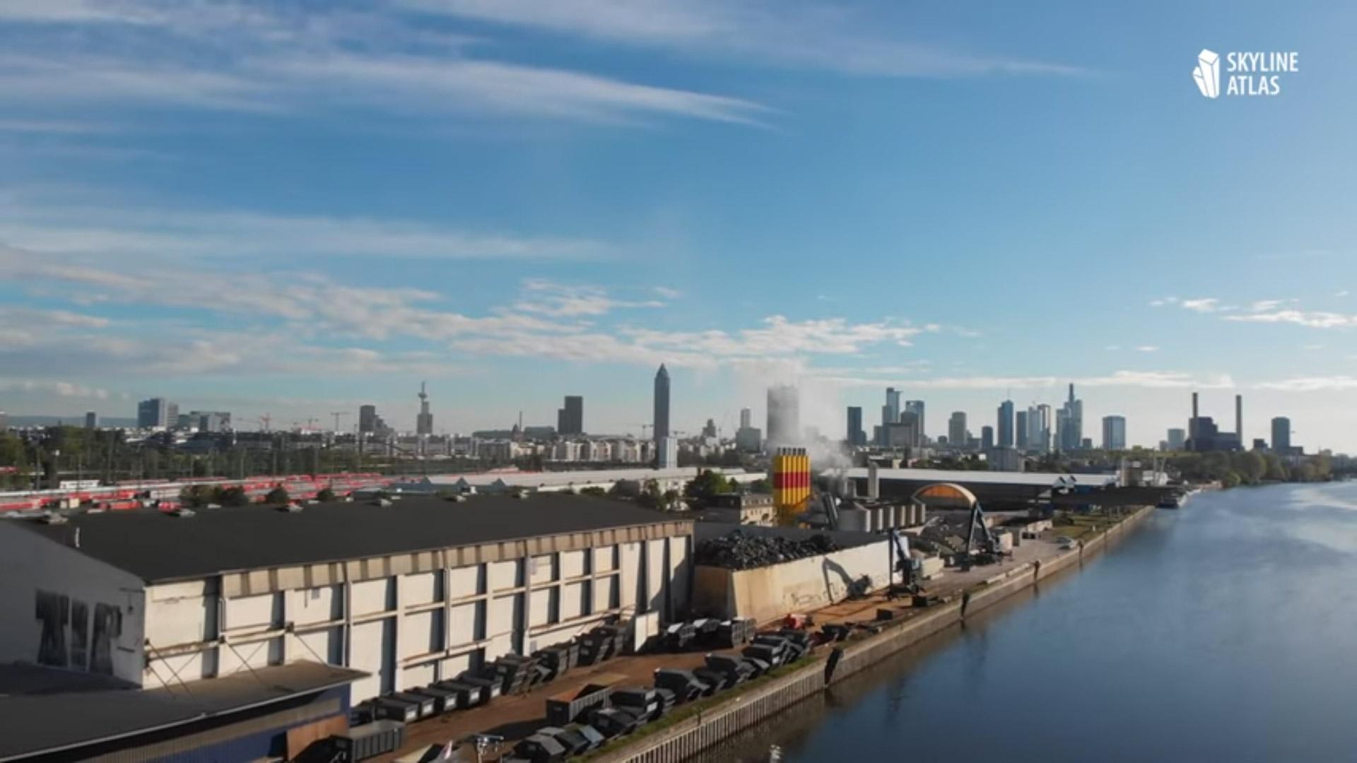 Drohnenflug Frankfurt - Skyline Drohnenflug - Panoramaflug - Videofilm über die Hochhäuser - Mainufer und Westhafen