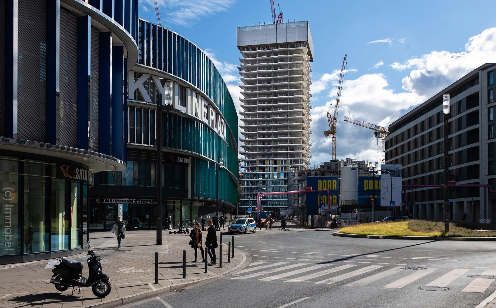 Eden Tower Frankfurt - Baustelle Oktober 2020 - Richtfest - Ökologisches Hochhaus - Neubau Frankfurt