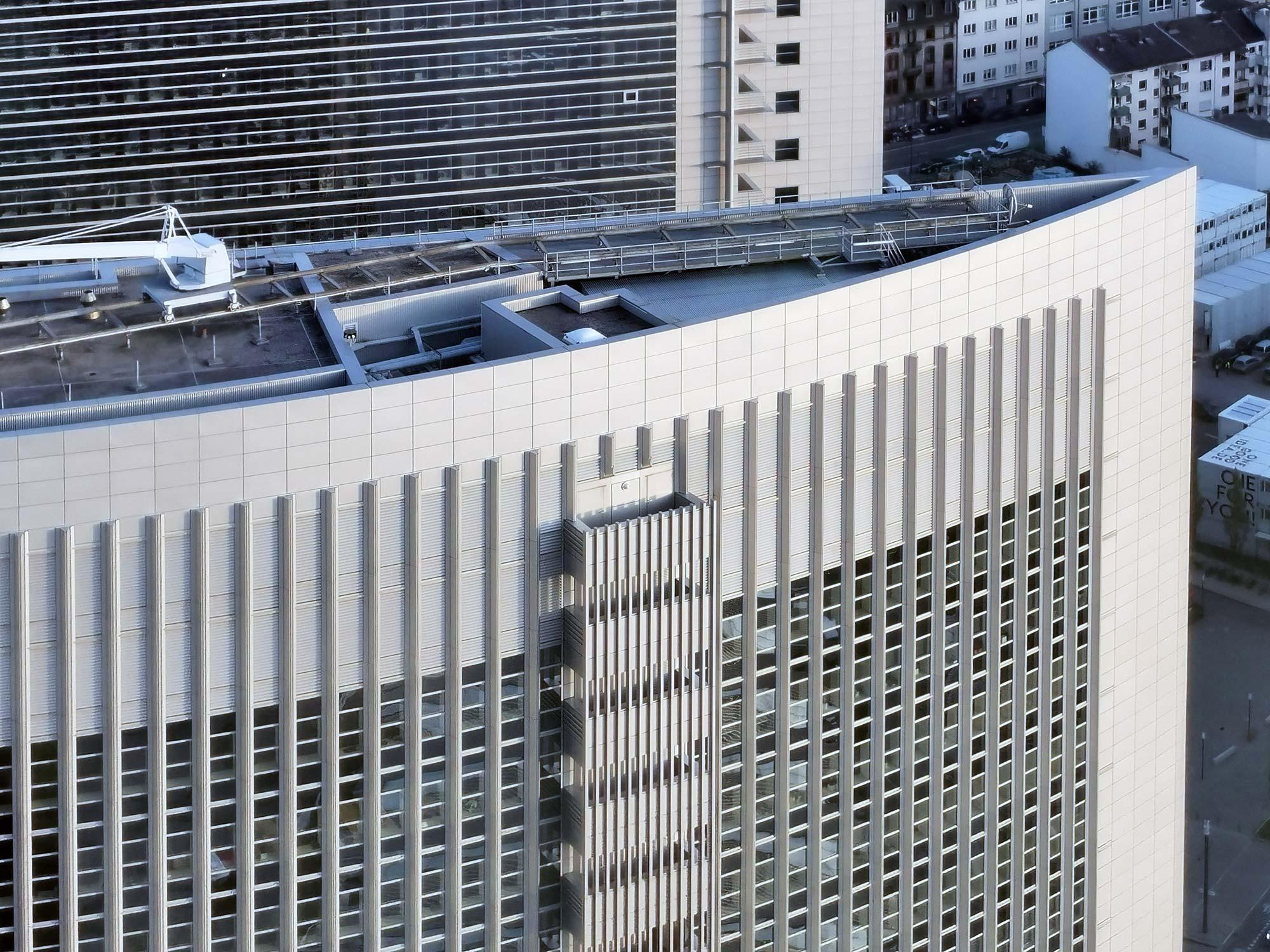 Kastor Frankfurt - Hochhausfassade - Büroturm mit Mietflächen