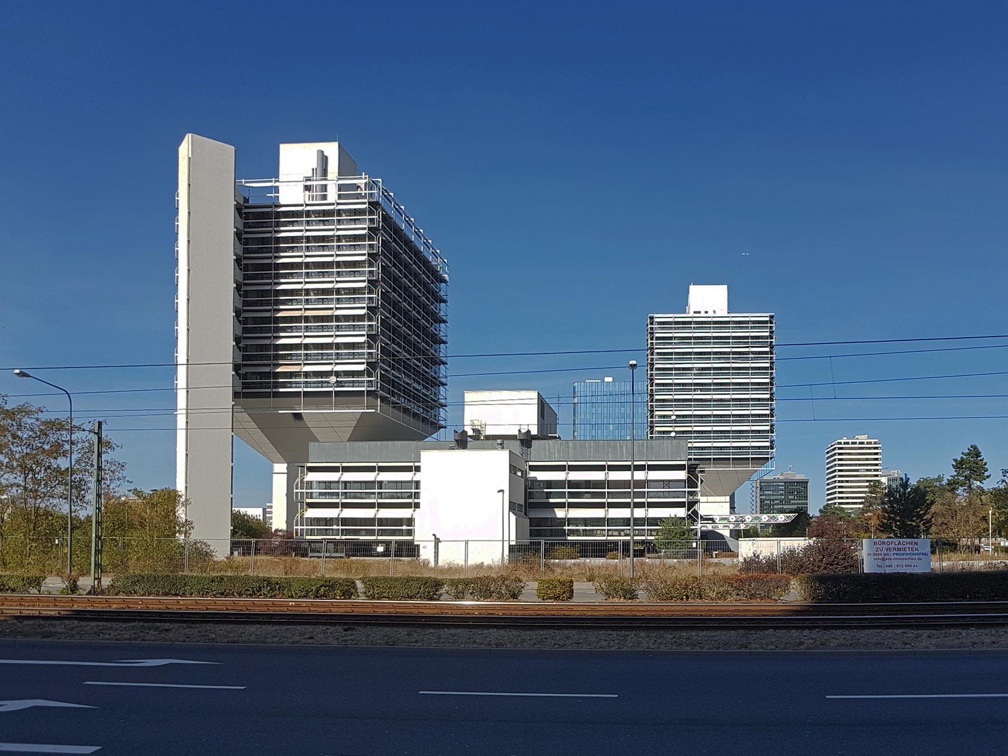 Ollivetti-Türme von Egon Eiermann in Frankfurt-Niederrad - Eiermann-Türme Bürostadt - Lyoner Viertel Hochhäuser von OLDUS