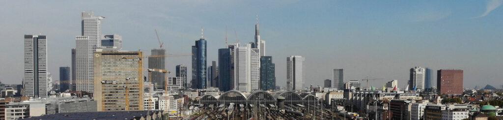 Panorama Frankfurt - Hauptbahnhof Frankfurt am Main - Skyline und Hochhäuser - Gutachterausschuss Frankfurt