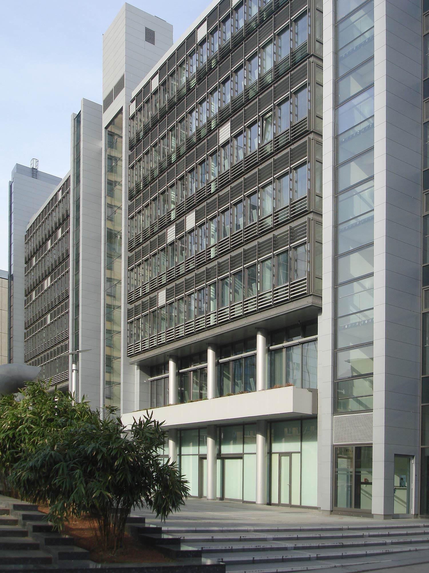 Der zum Skylight Projekt gehörende Flachbau beinhaltet zahlreiche Büroflächen