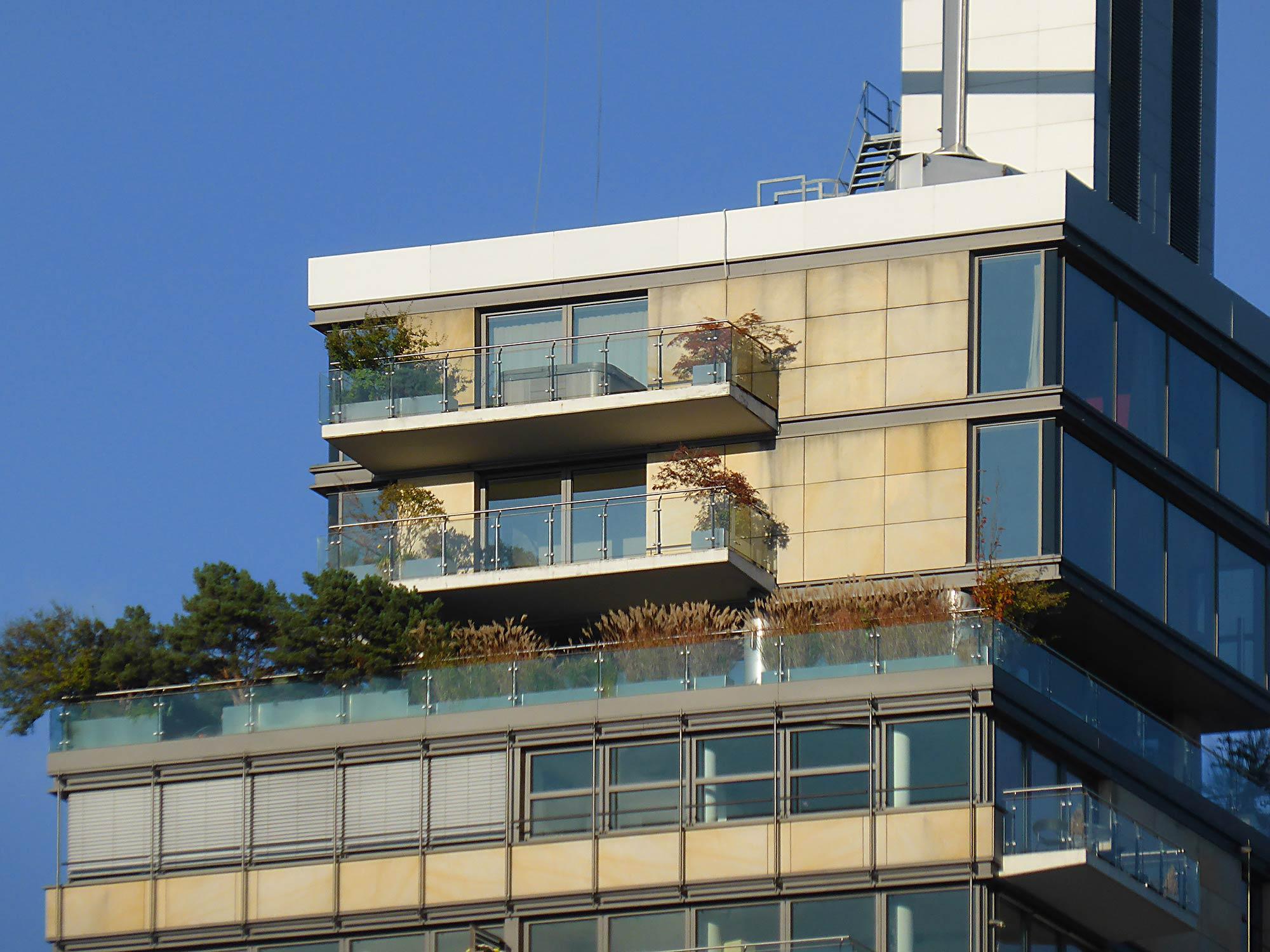 Skylight Wohnung zur Miete - Fassade mit Balkon