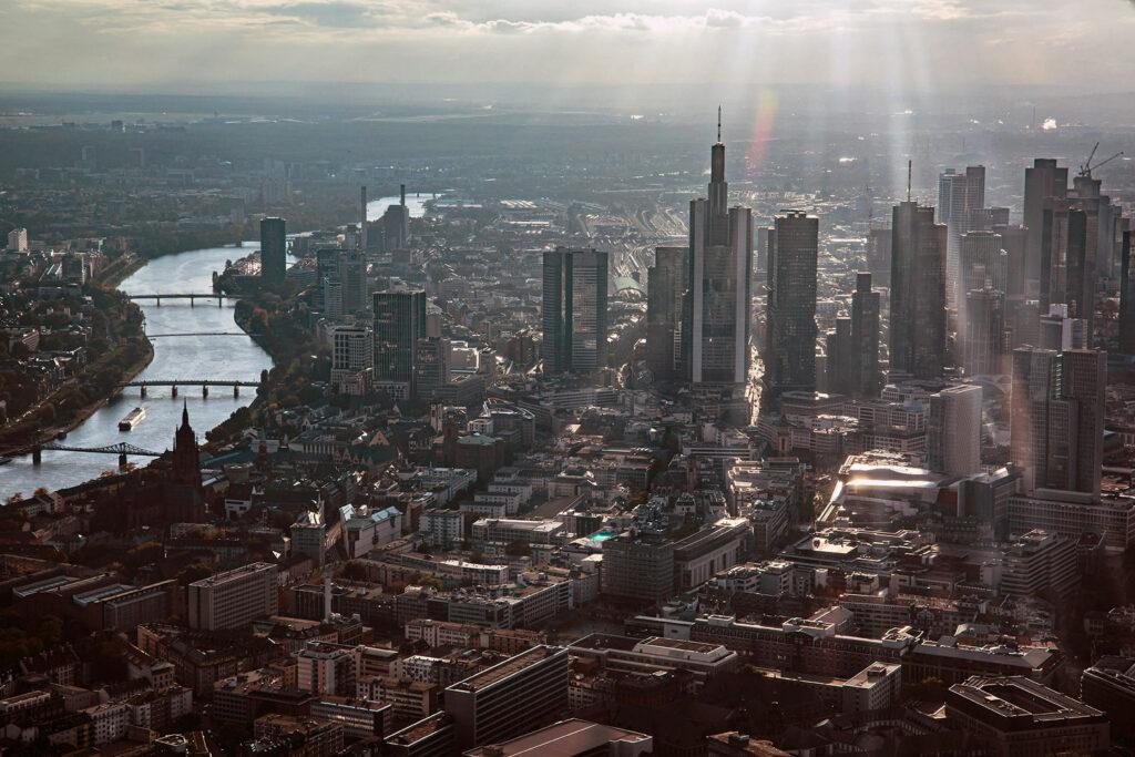 Skylineflug Frankfurt - Tour Frankfurt - Rundflug über die Skyline mit der Cessna - Wolkenkratzer Panorama 2020