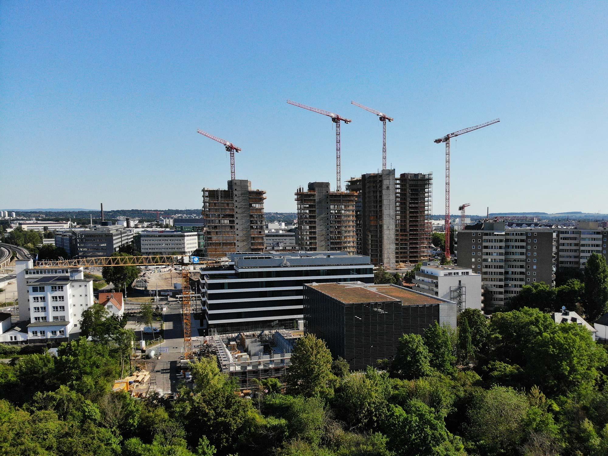 Die ehemaligen Siemens Bürotürme werden in Wohnhochhäuser verwandelt: Die New Frankfurt Towers im Projekt Vitopia Campus (Sommer 2020)