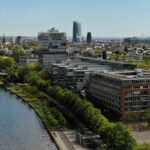Allianz-Kai Frankfurt am Main - Bürogebäude am Sachsenhäuser Mainufer - Luftaufnahme Main-Kai