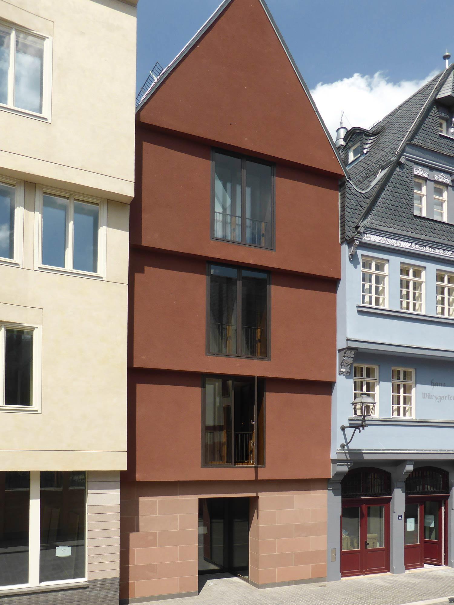Modern vs historisierend: Markt 30 im DomRömer-Viertel - entworfen von Meinhard Morgner