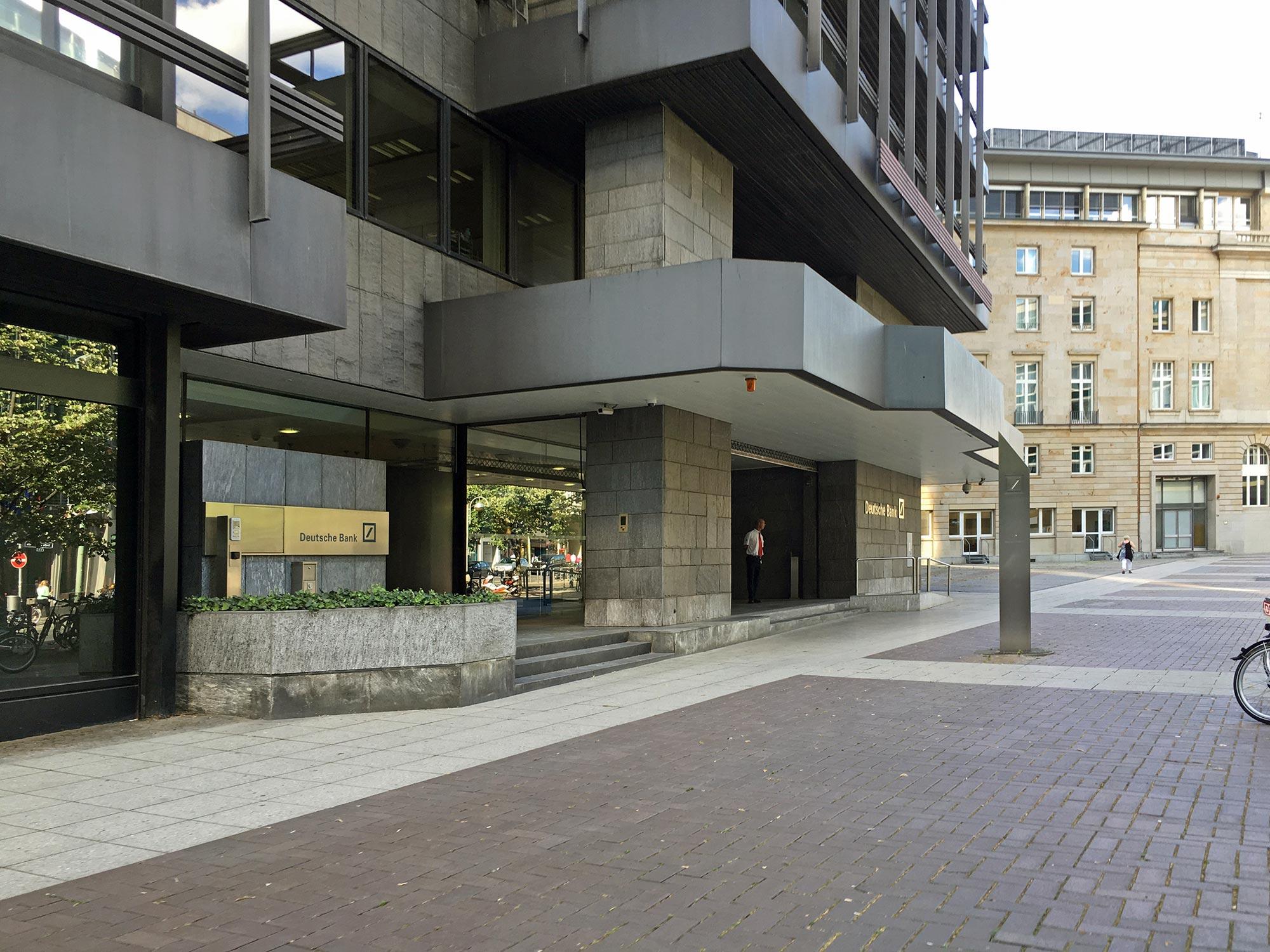 Deutsche Bank IBCF - Eingang zum Handelszentrum - Große Gallusstraße - Bankenviertel Frankfurt