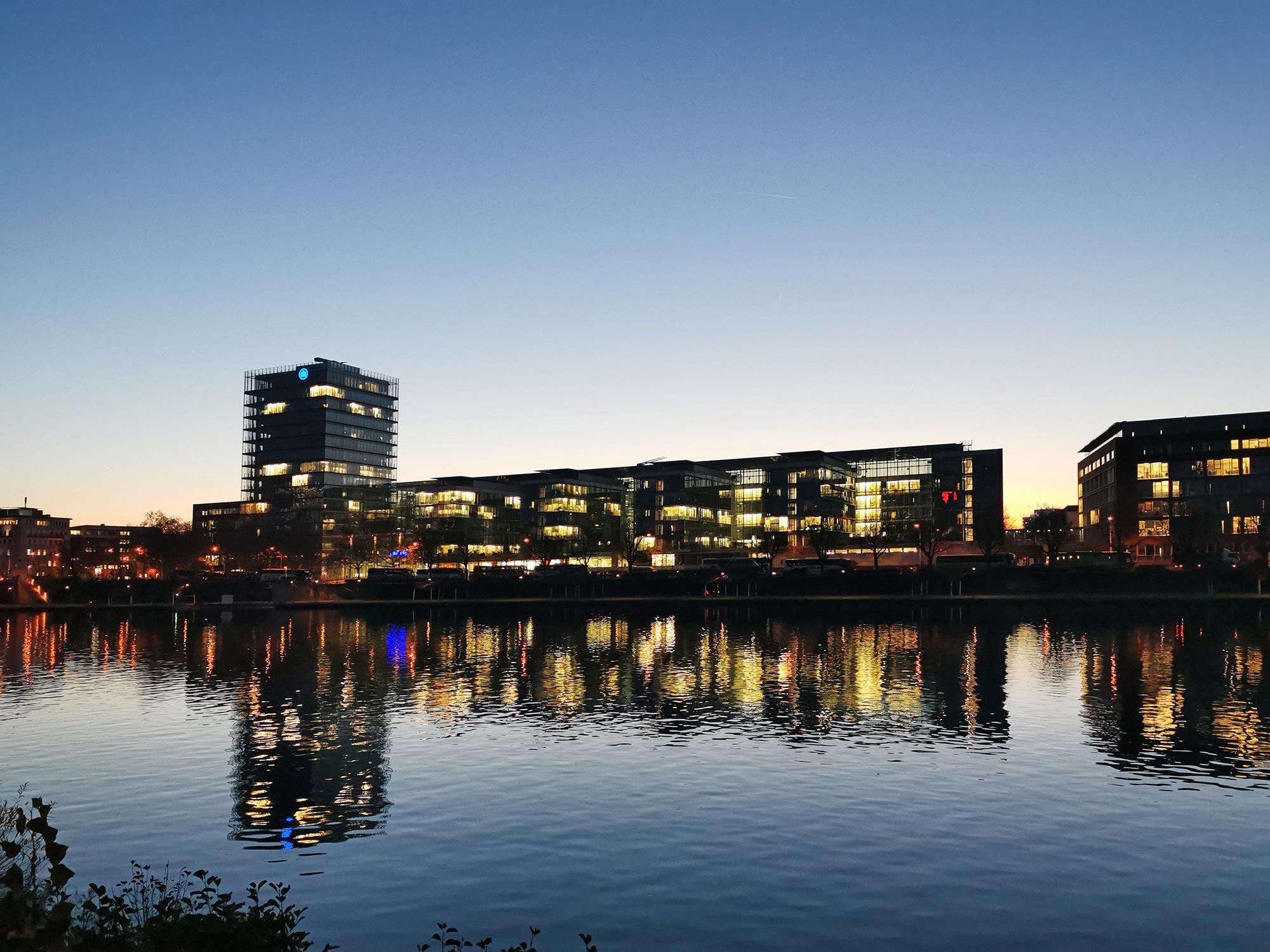 Frankfurt Allianz Versicherung - Hochhaus am Main - HPP Architekten