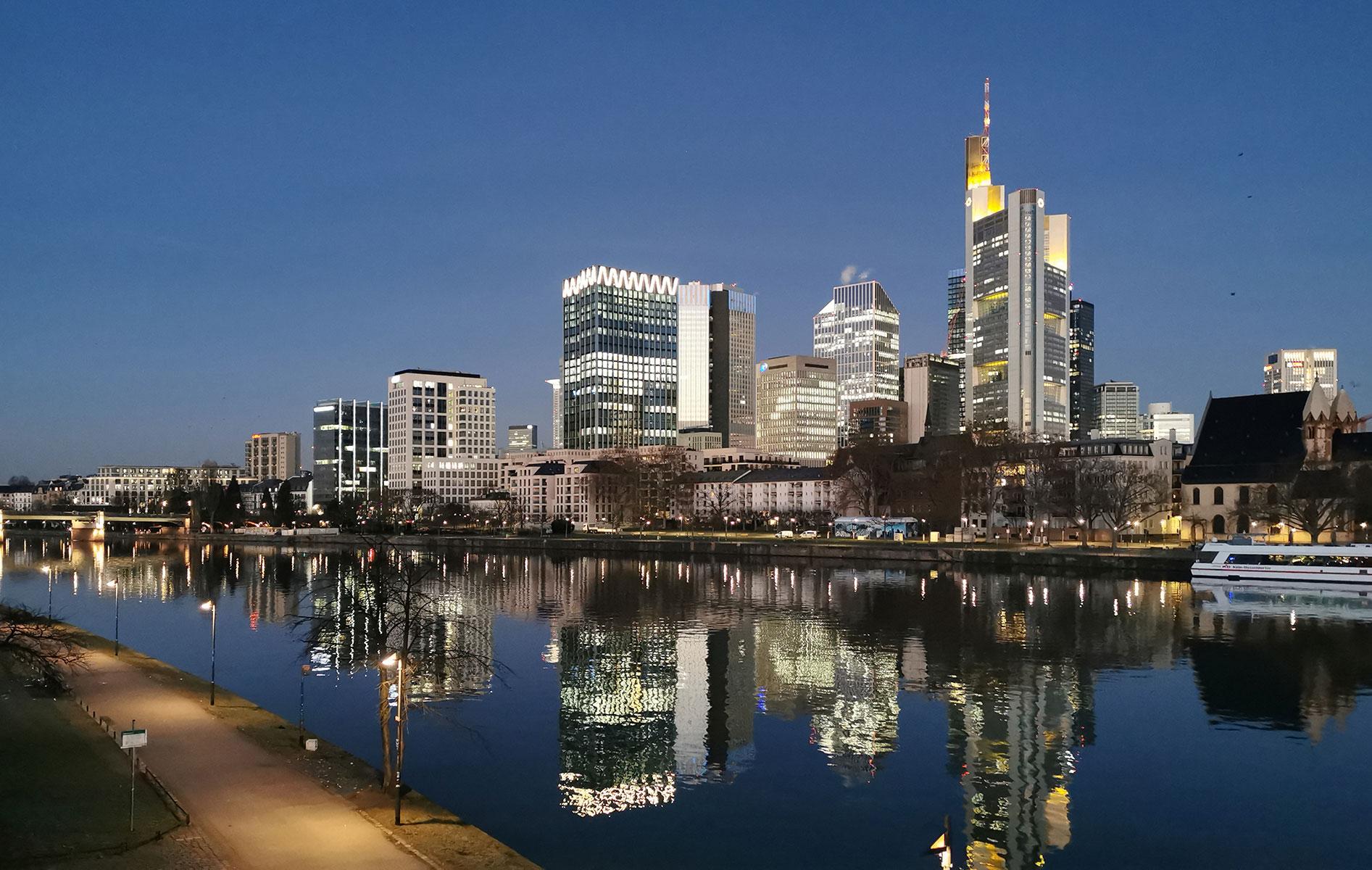 Frankfurt Wolkenkratzer Foto kostenfrei - Frankfurt CBD - Frankfurt Skyline Stockfoto kostenfrei - Foto Nr. 373-350-248