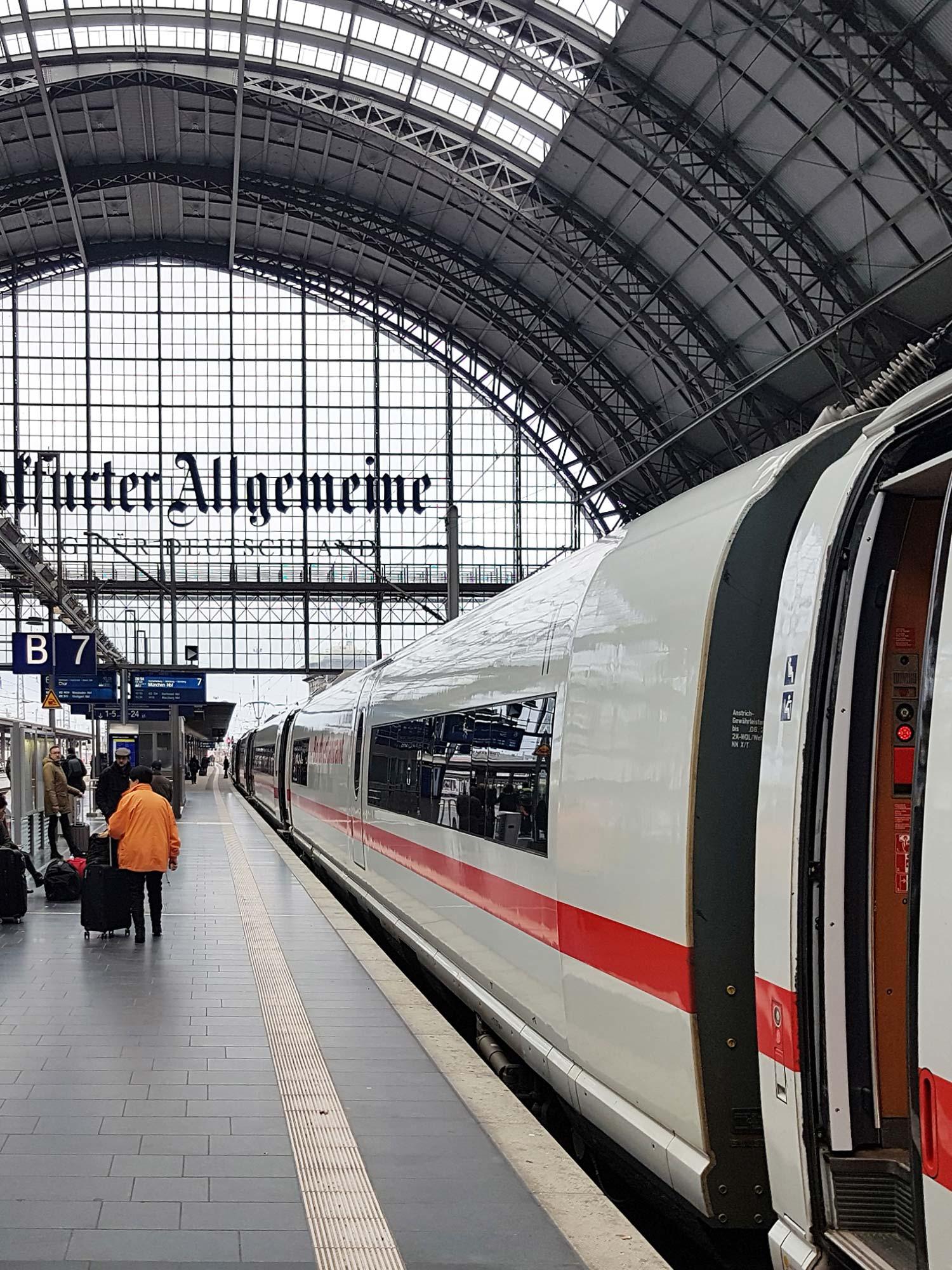 Verkehrsknotenpunkt Hauptbahnhof - Hier kreuzen die verschiedensten Bahnverbindungen