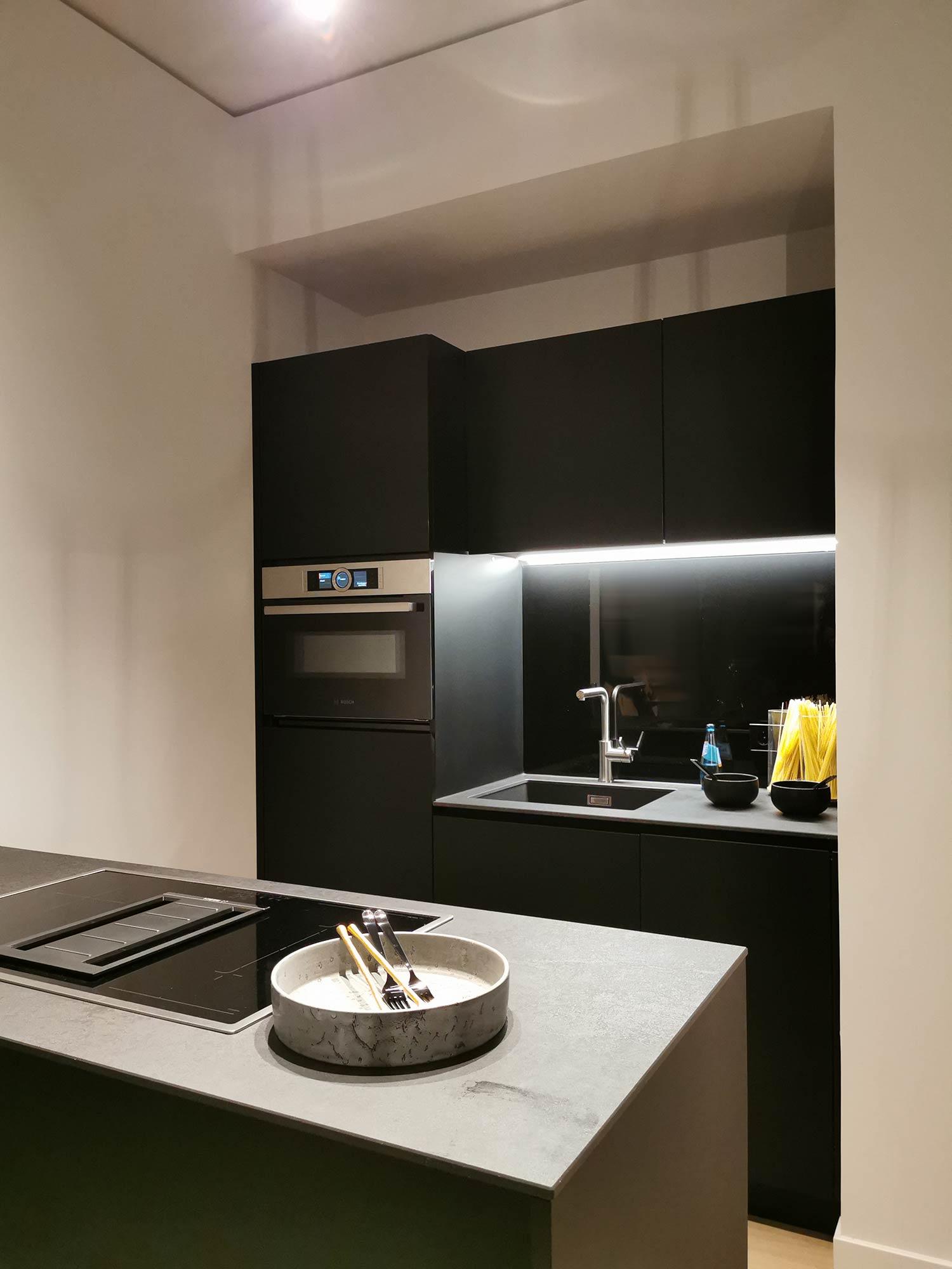 Hochhaus-Wohnung in Frankfurt: Küche in einer Musterwohnung im 15. OG - Zur Miete im Hochhaus wohnen