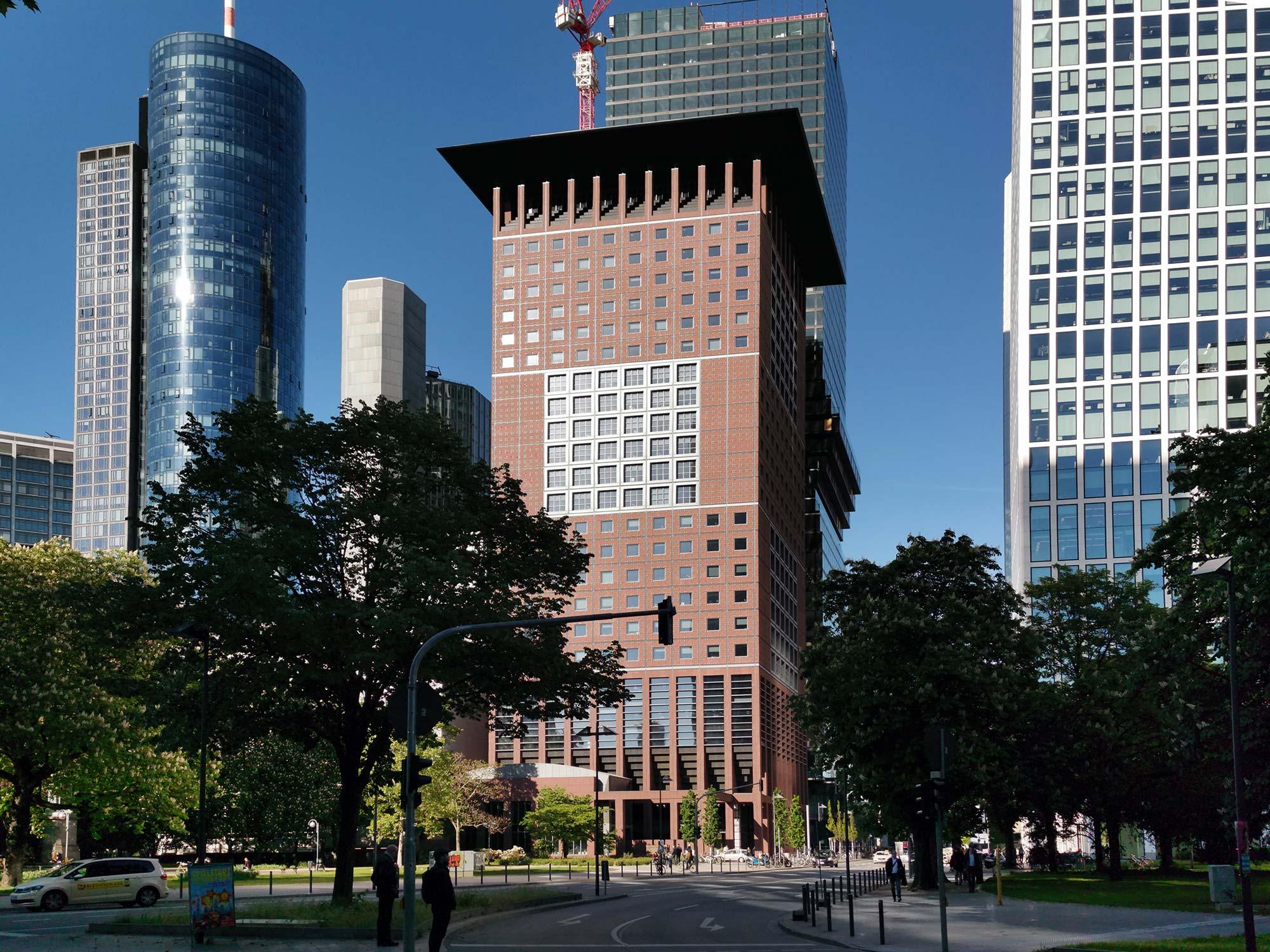 Japan Center - Frankfurt Wolkenkratzer CBD - Mainhattan - Hochhaus der EZB im Bankenviertel