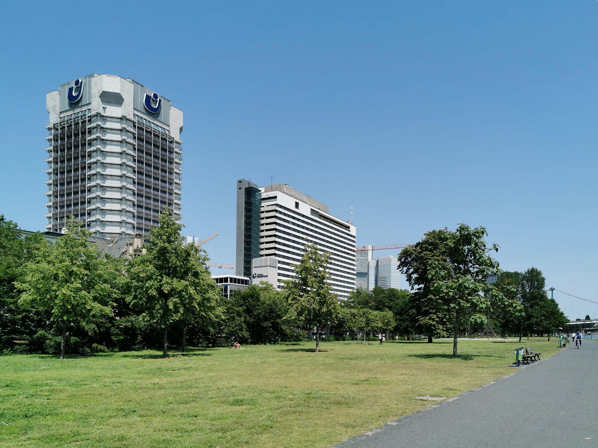 Das Mainufer West - Namensgeber für das Immobiliengebiet - viel grün am Main