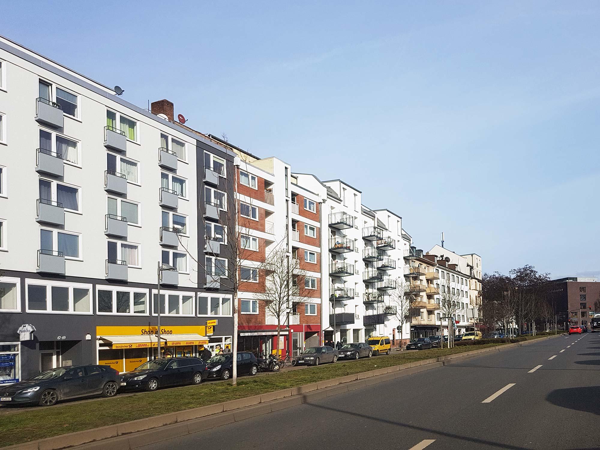 Sonnemannstraße Frankfurt - Direkt auf der gegenüberliegenden Straßenseite der EZB liegen diese alten Wohngebäude