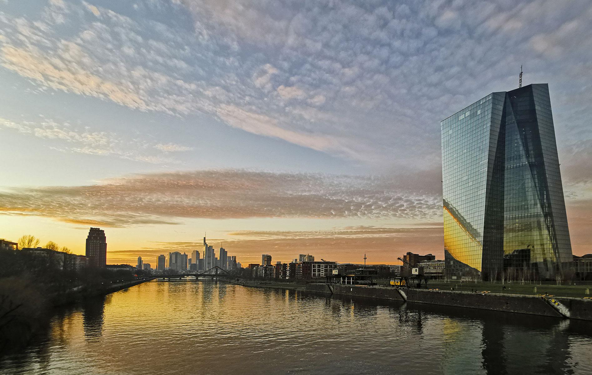 Stockfoto Frankfurt kostenfrei - Foto kostenfrei EZB - Foto EZB kostenlos Download - Frankfurt am Main Sonnenuntergang - Foto Nr. 602-665-756