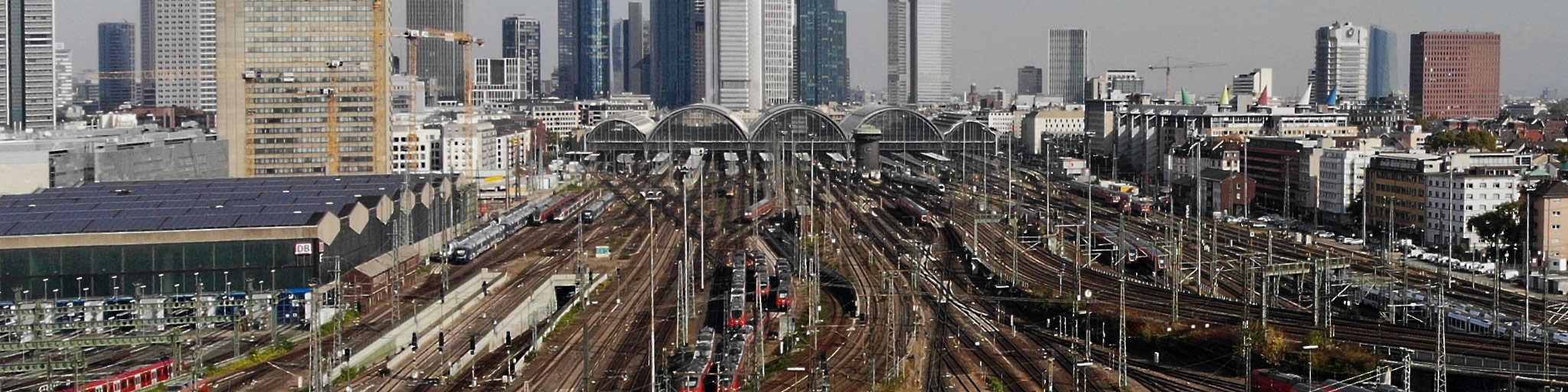 Hauptbahnhof Frankfurt am Main - HBF FFM - Frankfurt Hauptbahnhof - Luftaufnahme - Panoramabild
