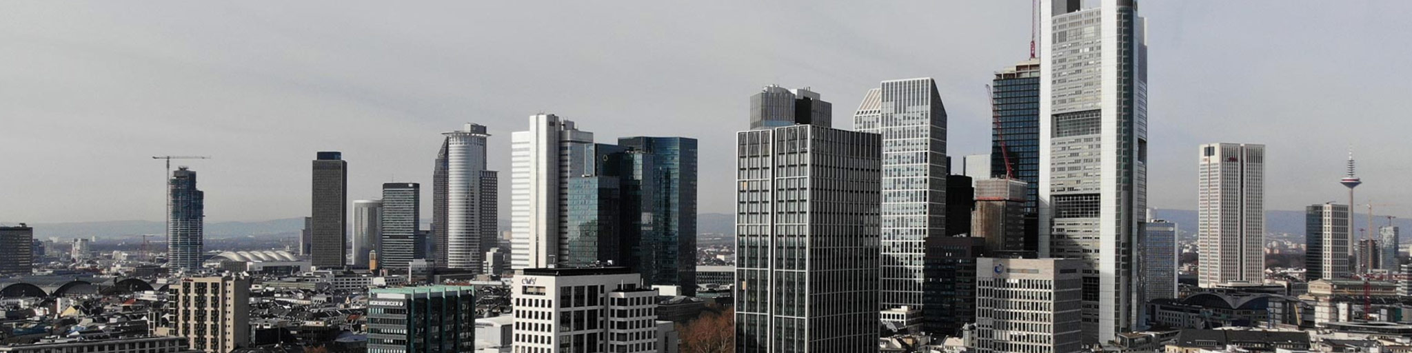 Immobilien Werbung Frankfurt - Skyline und Architektur - Hochhäuser und Wolkenkratzer - Onlinewerbung im Immobilienportal