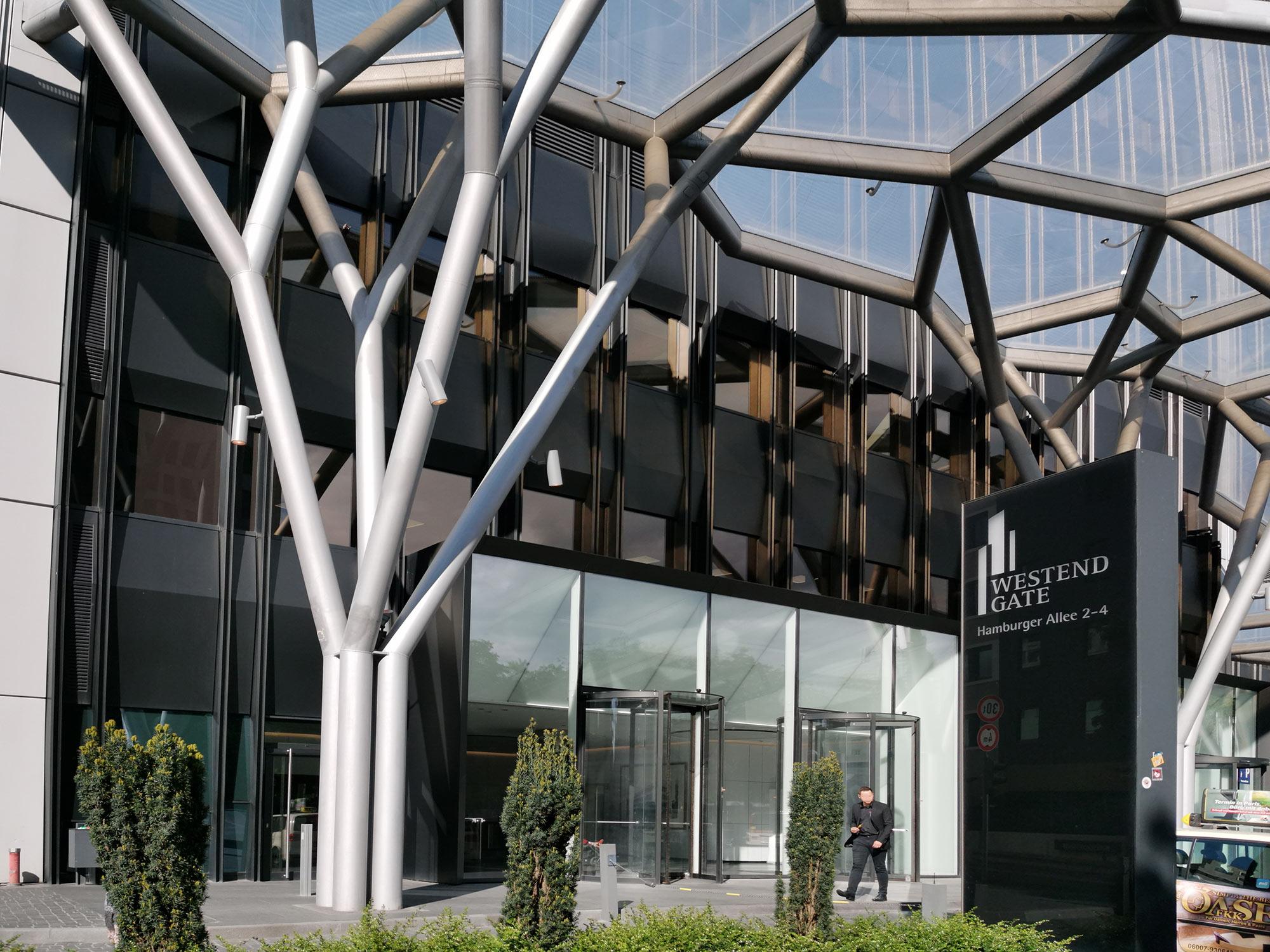 Westend Gate Frankfurt - Eingang Aparthotel Adagio und Büro Center