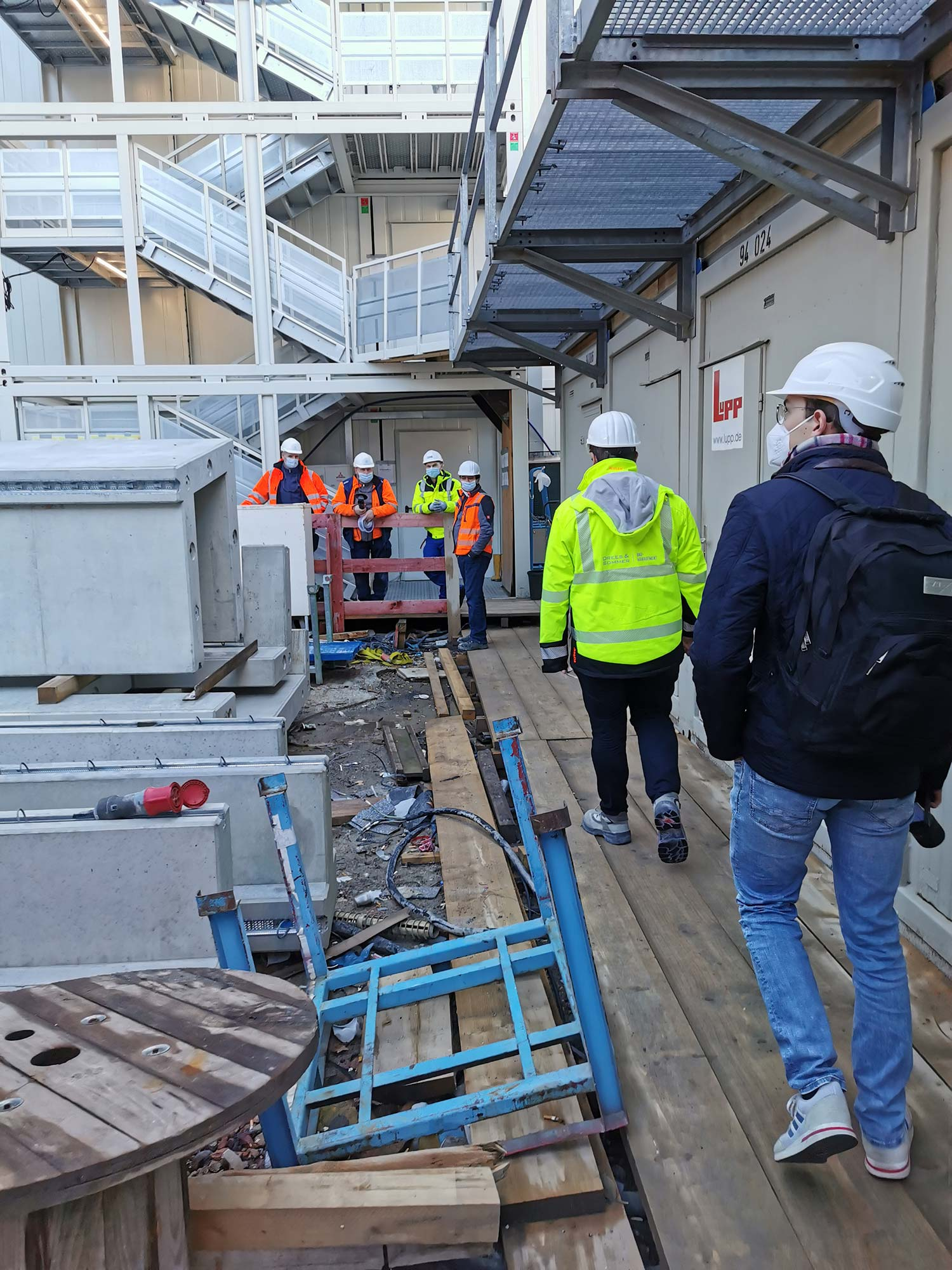 Bauarbeiter auf Hochhaus Baustelle - Baustellenbegehung Frankfurt Hochhausbaustelle