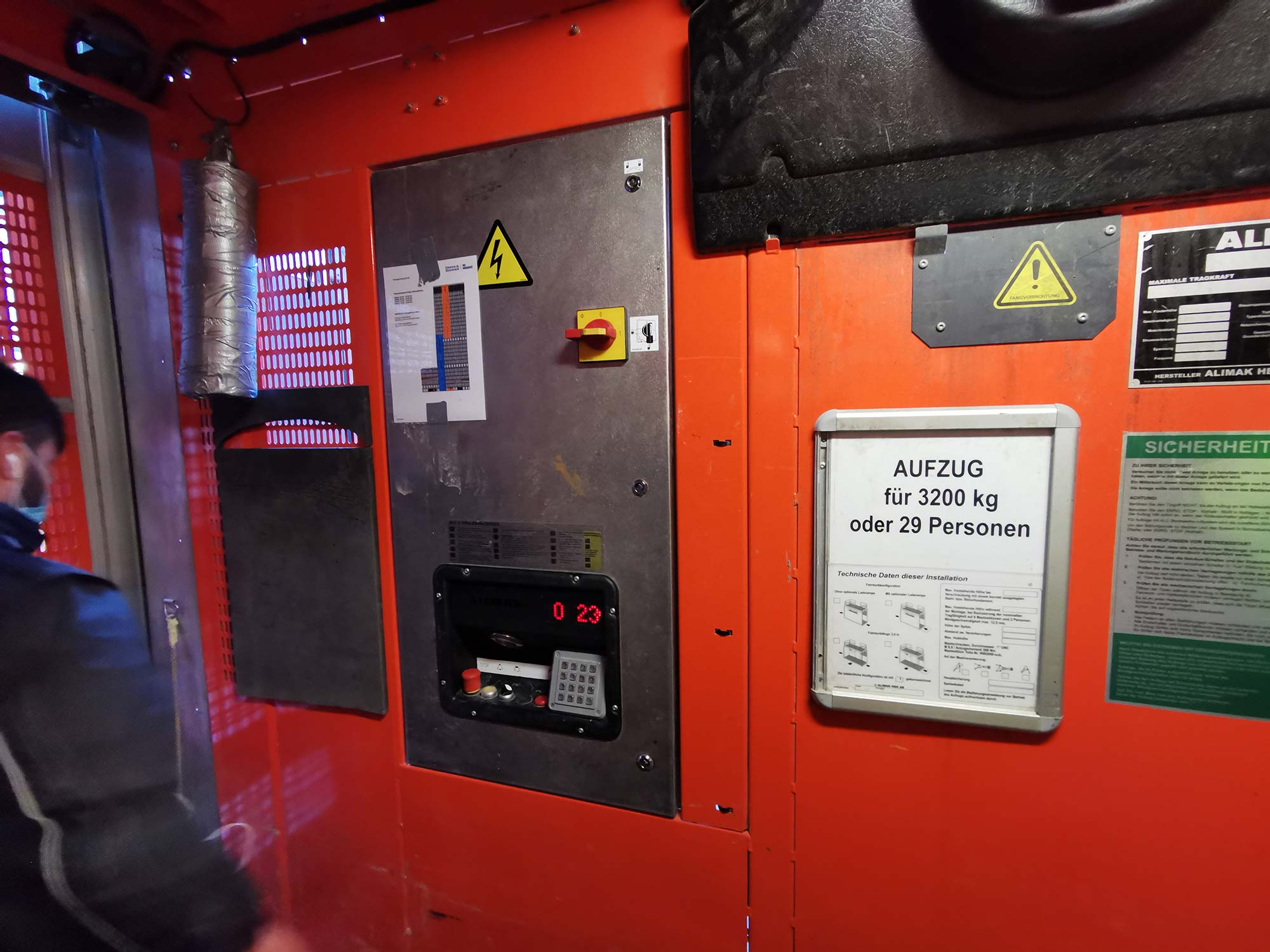 Bauaufzug Alimak Hek - Alimak Baustellen-Aufzug