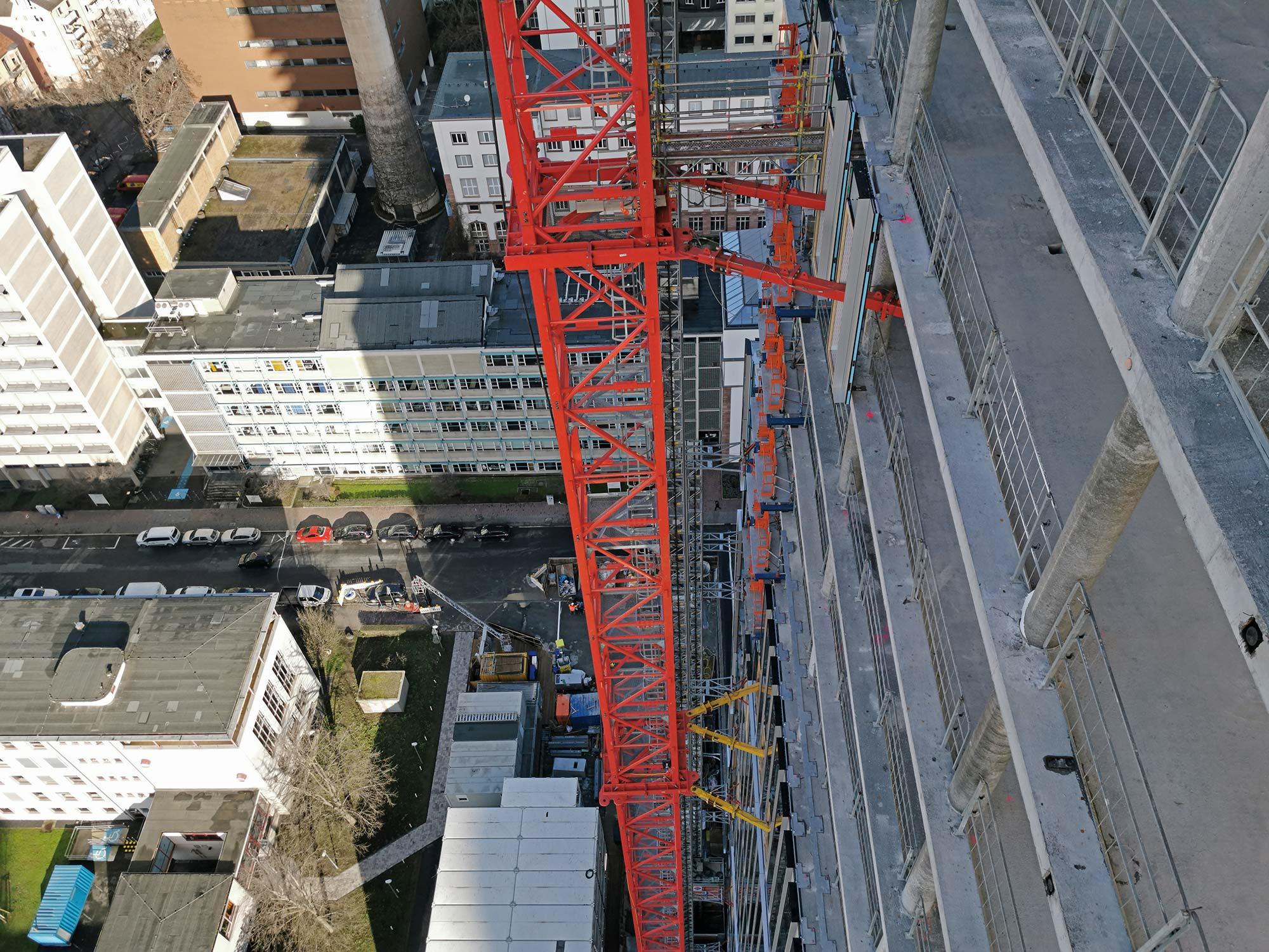 Hochhauskran - Lupp Baufirma - Hochhaus Baustelle Frankfurt - Rohbau
