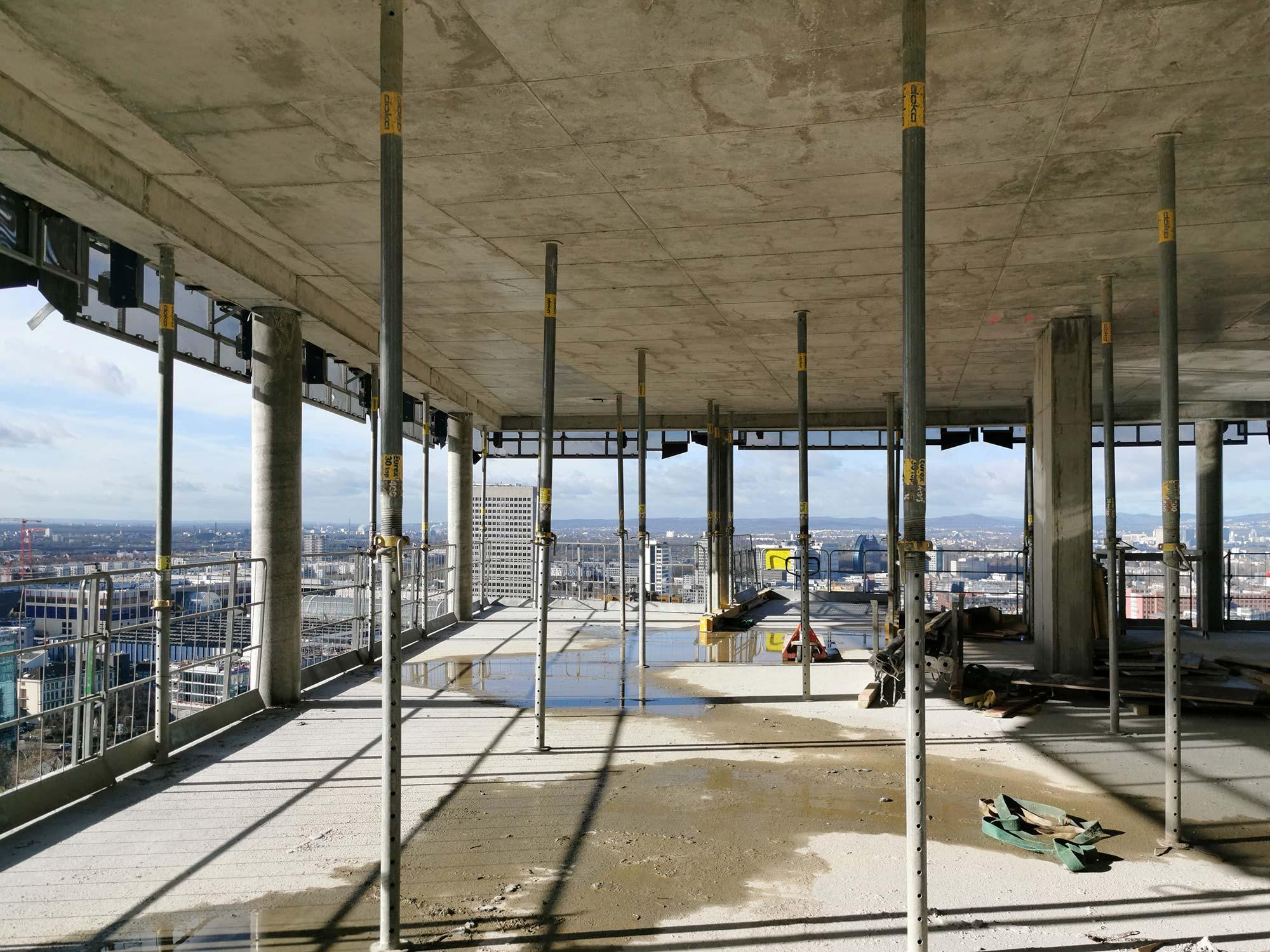 Hochhaus-Rohbau Frankfurt - Doka - Beton - Stützen - Hochhausbegehung im Februar 2021
