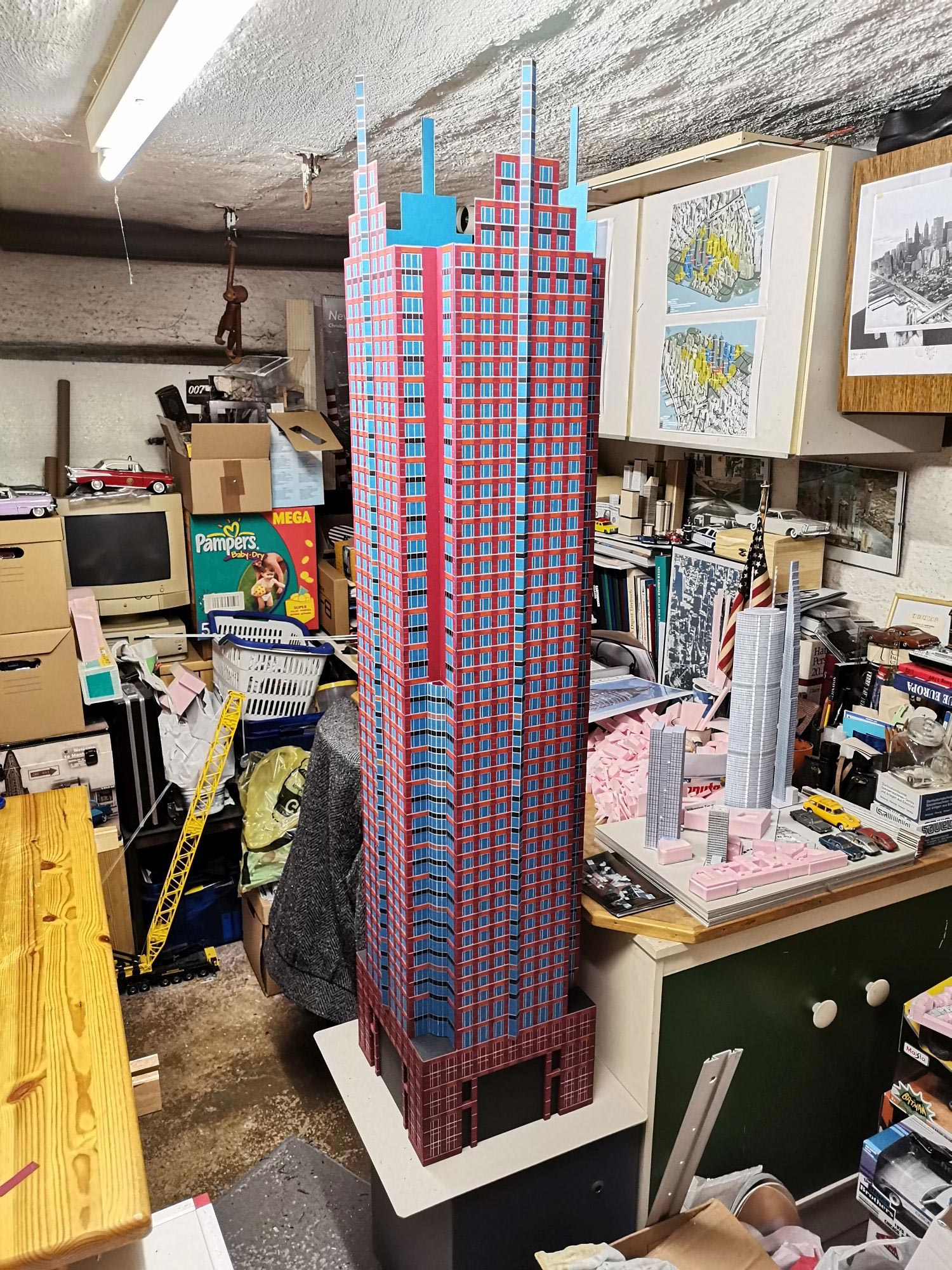 In der Werkstatt wird der MesseTurm zusammengebaut - Konstruktion Hochhaus