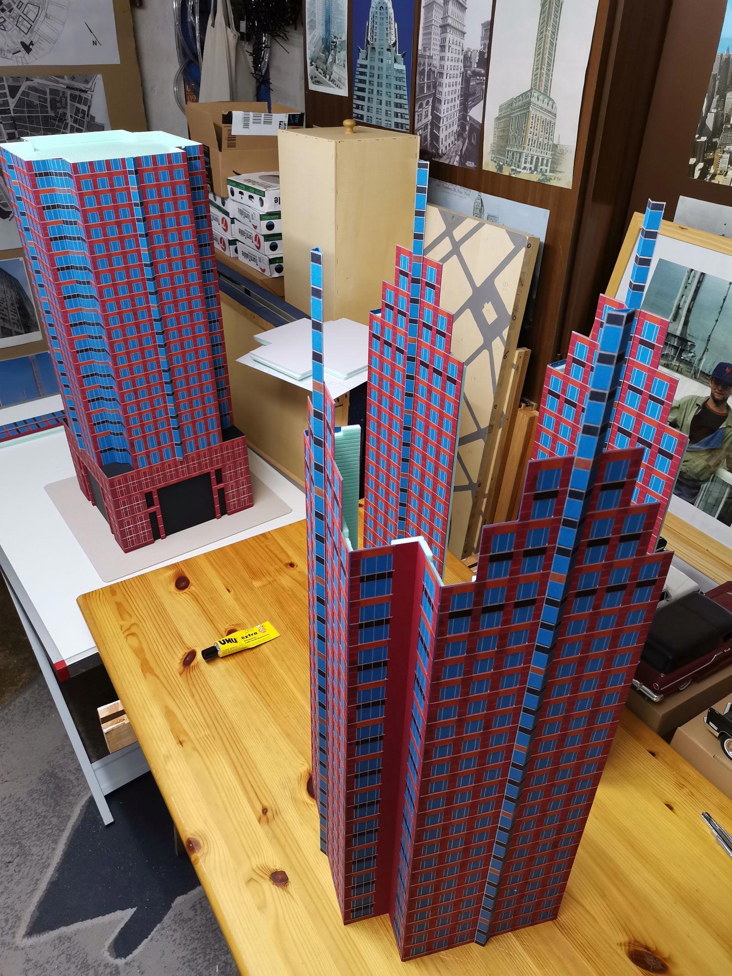 MesseTurm Frankfurt wird zusammen gebaut