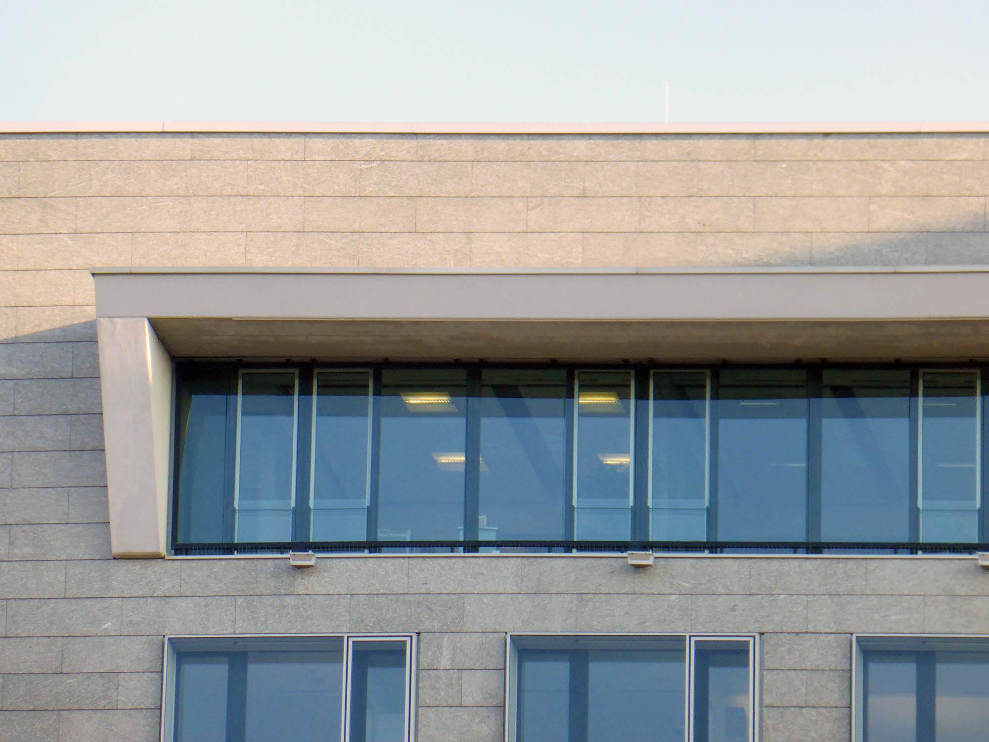 Frankfurt Scala West Hochhaus - Moderne Architektur - Bürohochhaus A 661