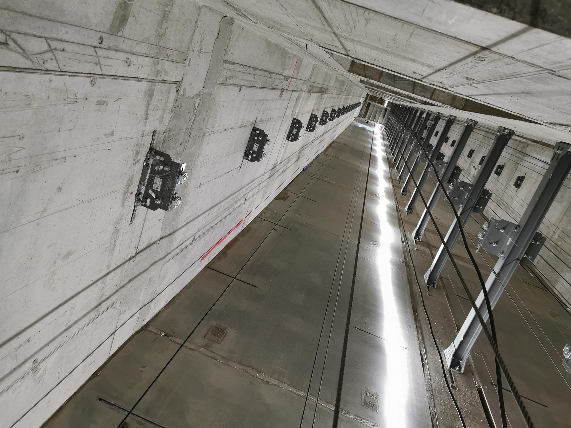 Aufzugssschacht Hochhaus Frankfurt - Hochhausaufzug Einbau - Wolkenkratzer Aufzüge Frankfurt