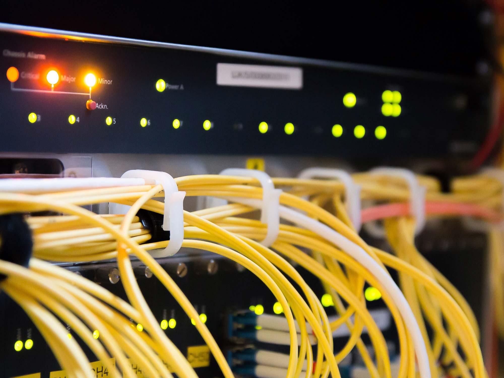 Cloud Server im Gebäude - CAT.6 Kabel
