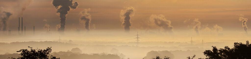 Dekarbonisierung der Immobilienwirtschaft - Dekarbonisierung Definition - CO2-Ausstoß verringern - Gebäude CO2 - Schornsteine und Industrie