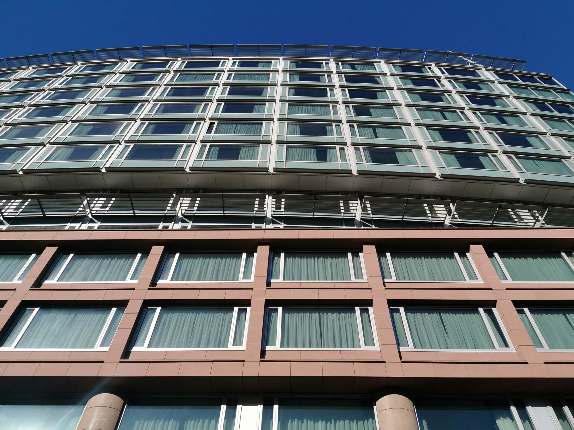 Frankfurt Hilton Hotel Fassade - Hilton Hotel Hochstraße FFM - Hilton City Center Frankfurt am Main - Naturstein Fassade