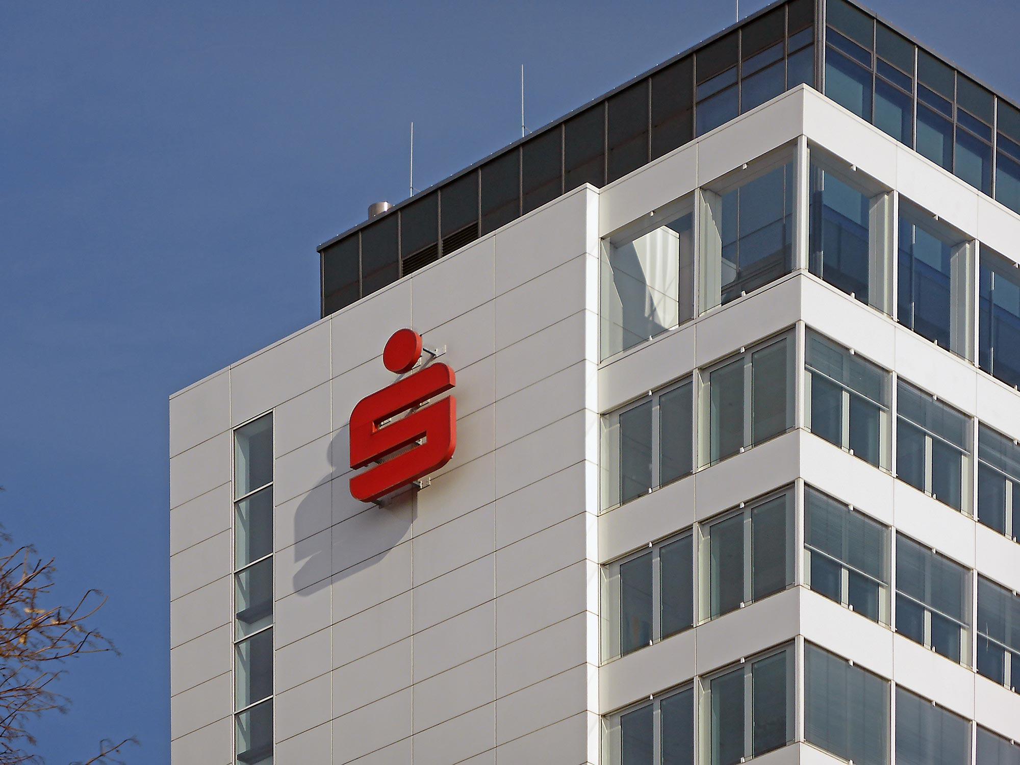 Sparkasse Logo - Hochhaus Sparkasse City West - Finanz Informatik Logo