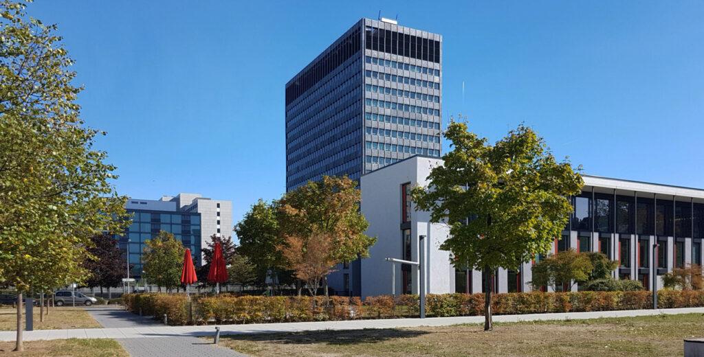 Campus Tower in Frankfurt am Main - Campus Tower FFM - Hertie Hochhaus Bürostadt Niederrad - Campustower Lyoner Viertel Frankfurt/Main von Mäckler Architekten